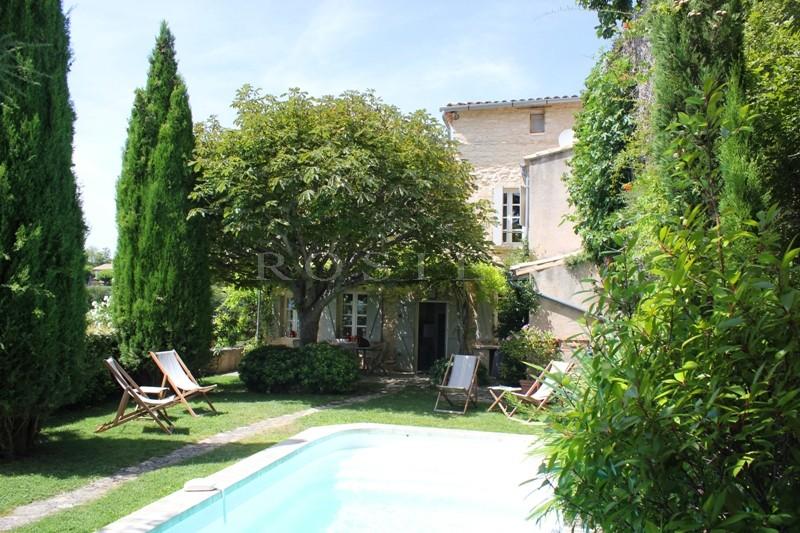 Ventes luberon vendre maison ancienne avec jardin et for Piscine dans le jardin