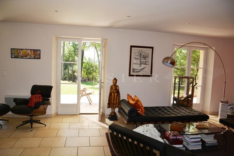 A Gordes, en vente,  maison traditionnelle avec piscine, terrasse dans un beau parc de 2 300 m²