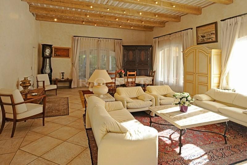 En vente en Provence, près d'un golf,  belle et confortable maison contemporaine de 185 m², avec piscine.