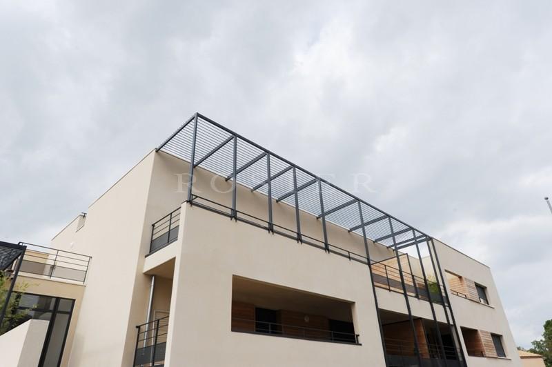 A vendre, en Luberon,  bel appartement de standing avec terrasse et vue sur le Luberon
