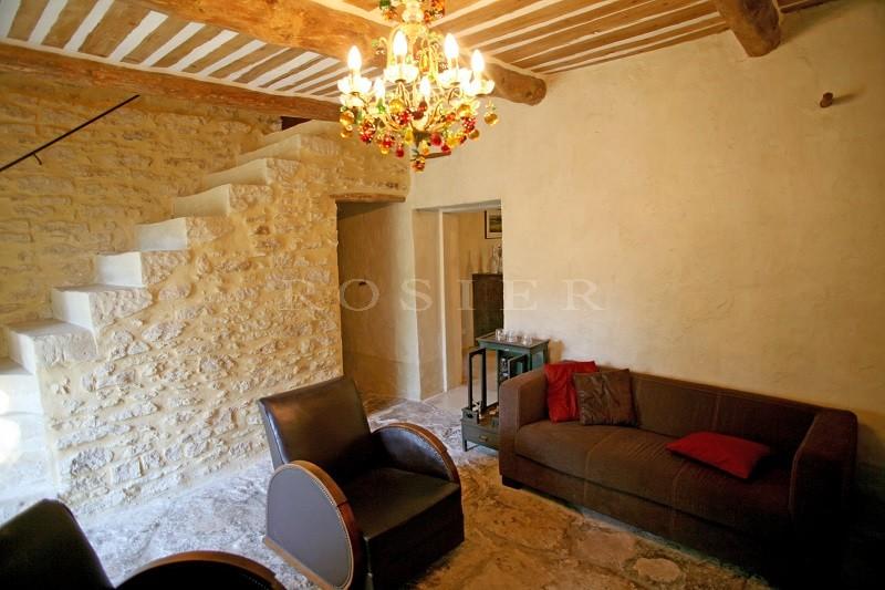 A proximité de Gordes en Luberon,  à vendre, très belle bergerie en pierres,  sur 3 hectares de terrain