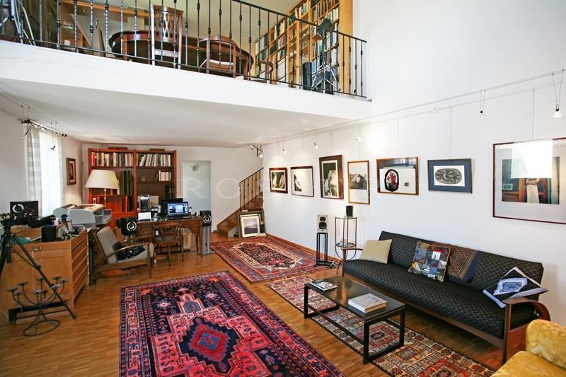 A vendre,  Avignon intra-muros,  beau duplex tout confort situé aux 2 et 3èmes étages d'une résidence de standing avec  entrée sécurisée et parking privé.