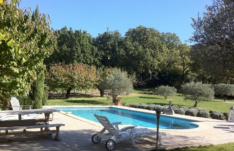 A deux pas de l'un des plus beaux villages de France, à vendre, maison traditionnelle, pleine de charme,  avec jardin paysager, piscine et terrasses
