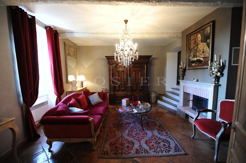 A vendre dans la région des Côtes du Rhone,  Chateauneuf du Pape, maison bourgeoise du XVIIIème siècle rénovée avec goût, jardin