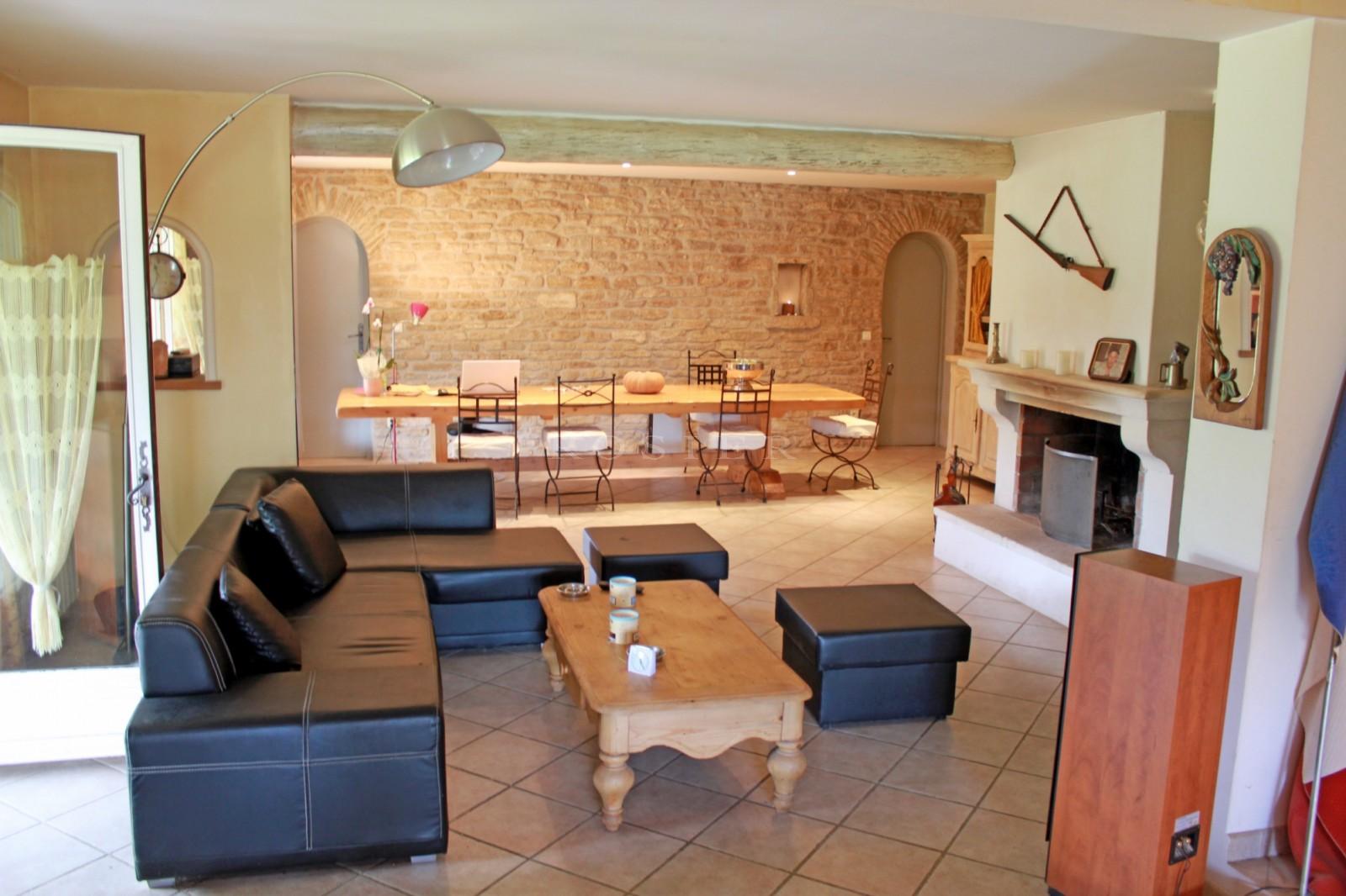 Entre Monts de Vaucluse et Luberon, grande maison sur plus de deux hectares de terrain