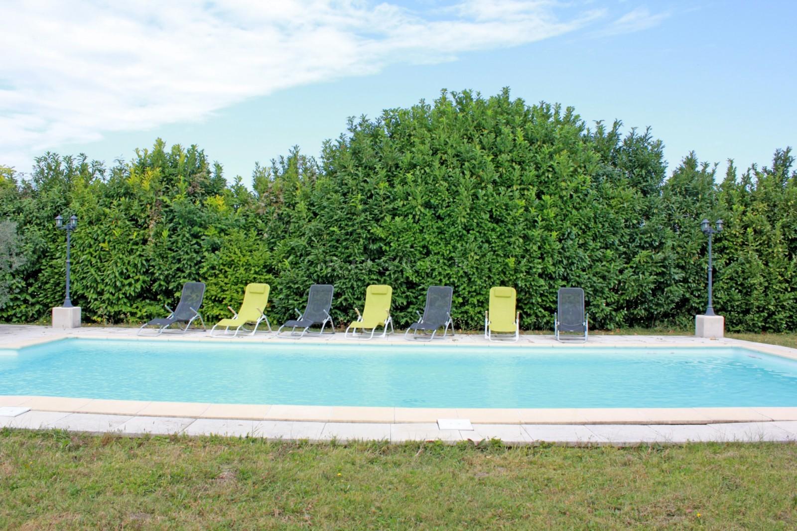 Grande maison avec jardin et piscine à vendre en Provence