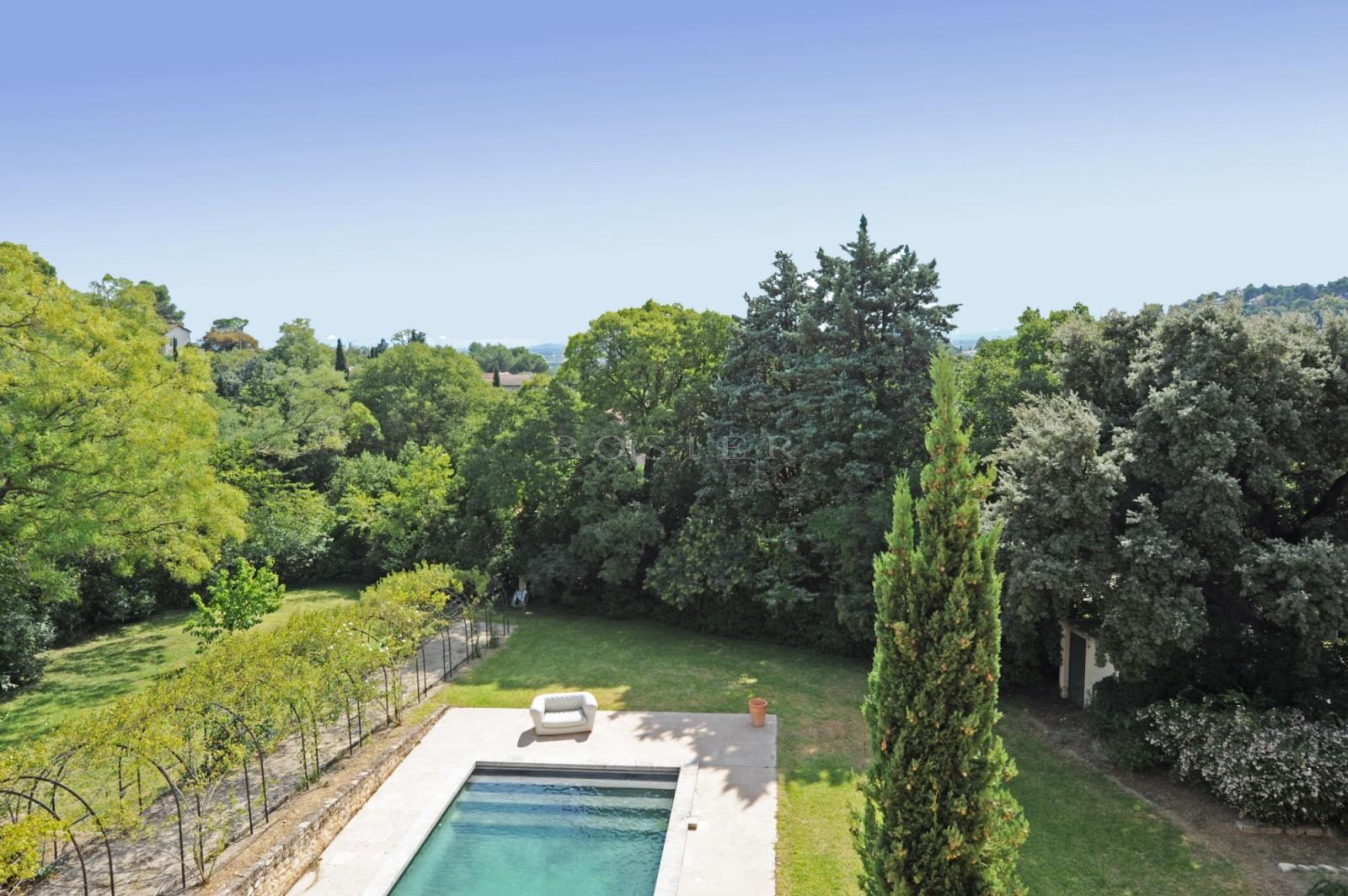 Belle propriété avec piscine à vendre proche d'Avignon