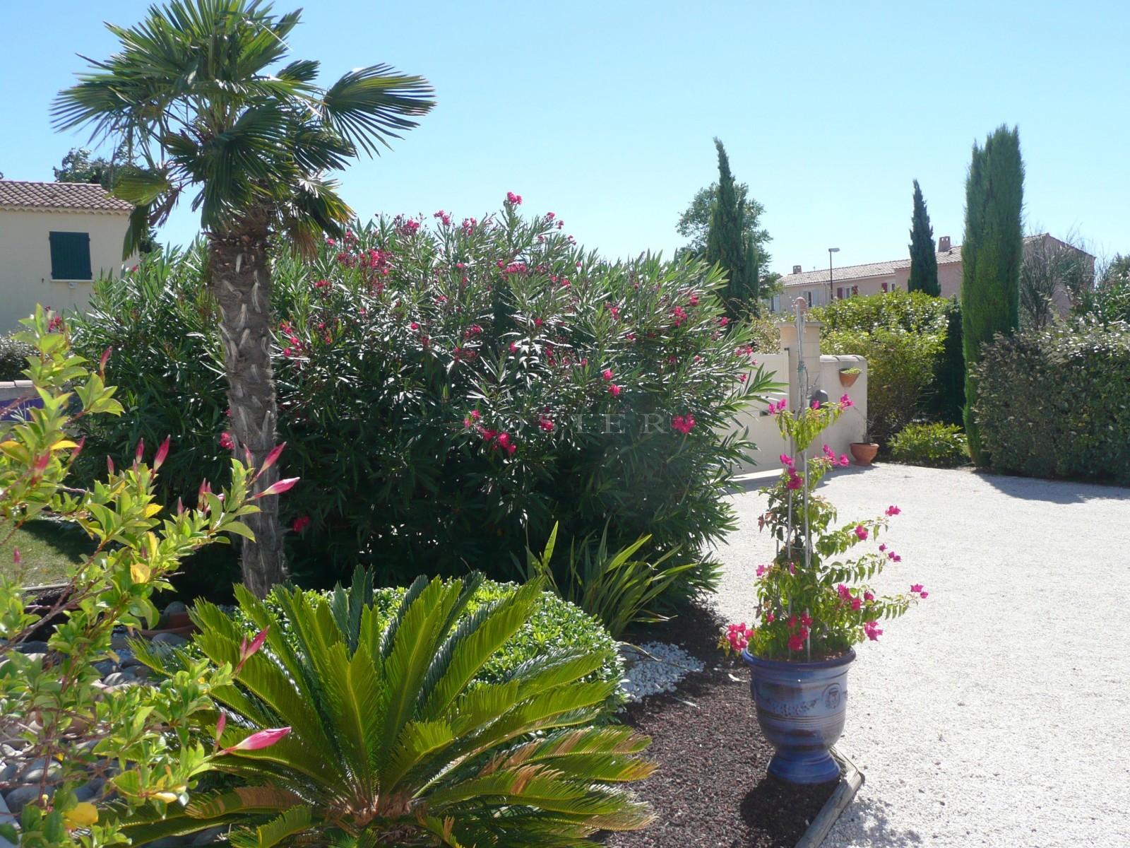 Isle sur la Sorgue - Belle villa contemporaine dans petit lotissement de standing