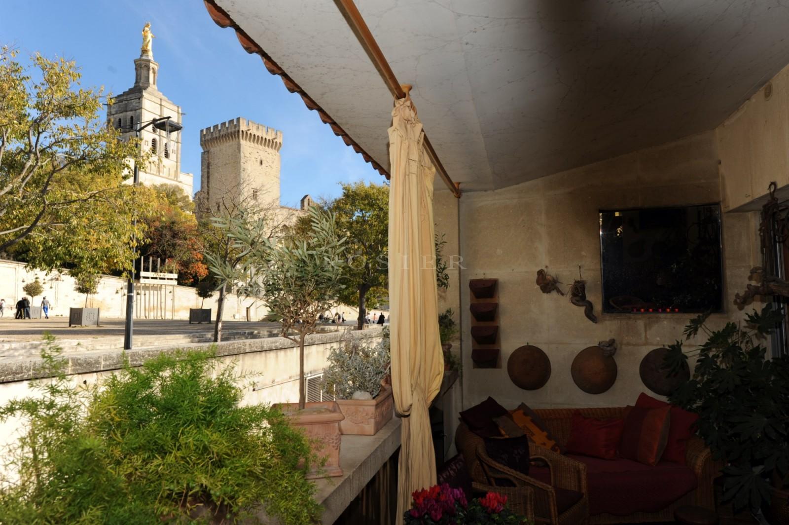 Proche du Palais des Papes, maison de ville avec terrasses et vues imprenables