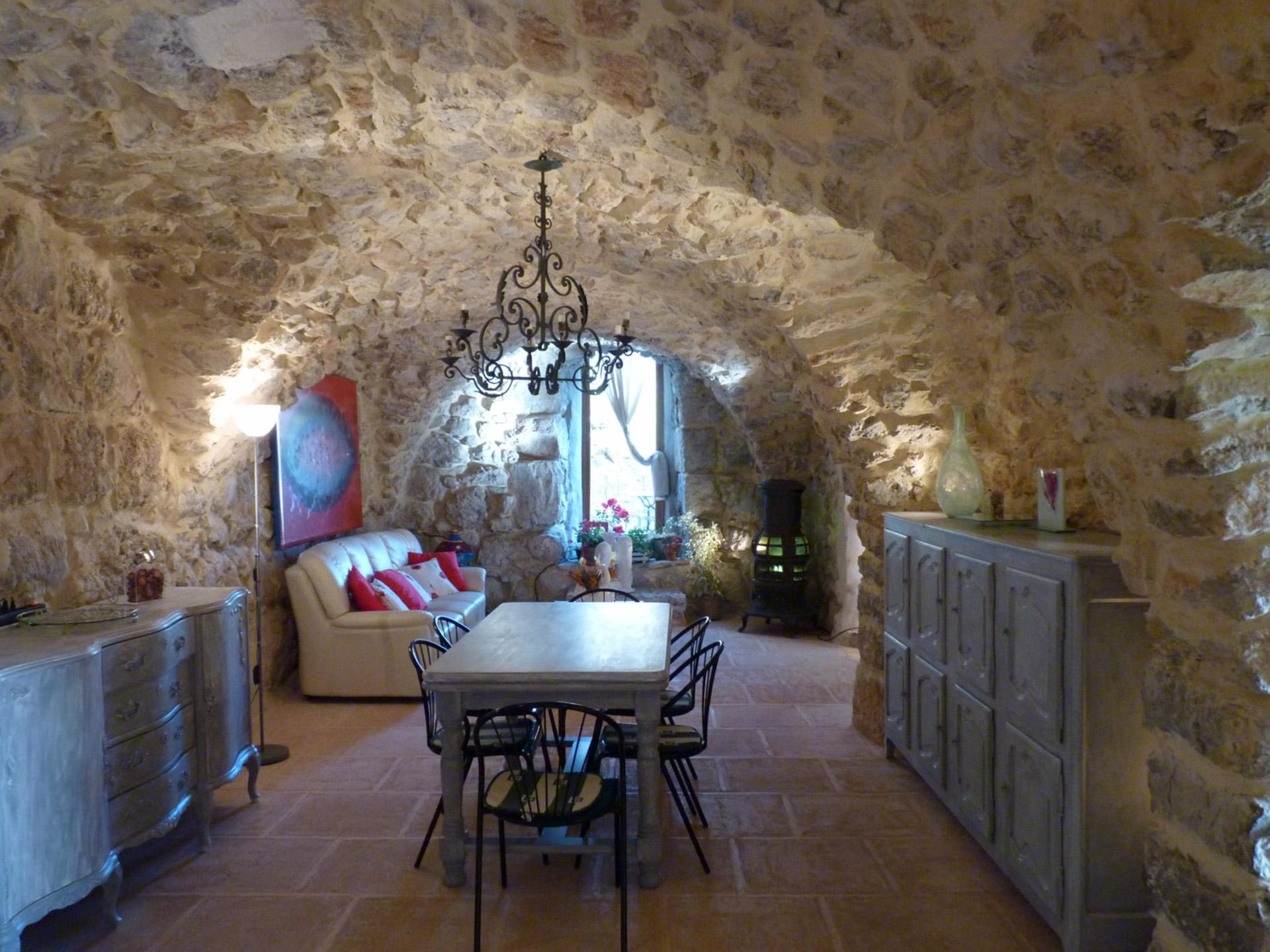 En Drôme provençale, à vendre, beau mas de caractère avec piscine