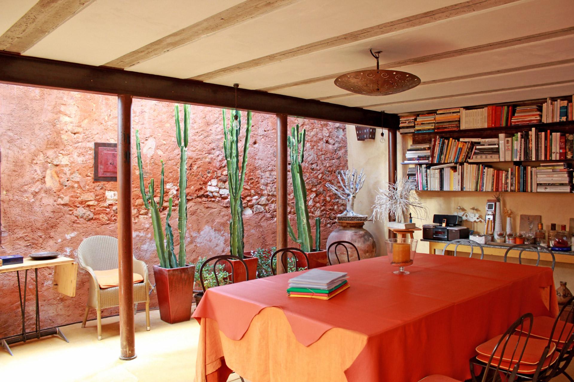 Charmante maison de village avec un jardin secret à vendre au coeur du Luberon