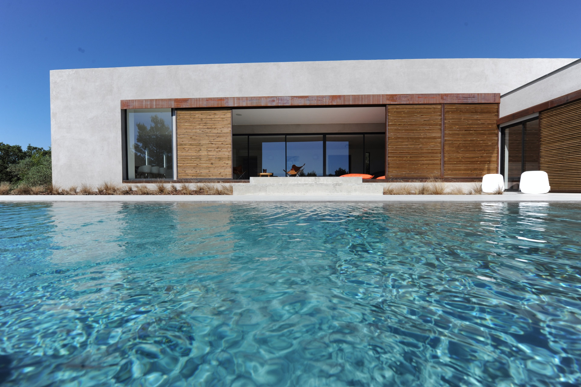Ventes a vendre au coeur du luberon maison contemporaine for Piscine de france