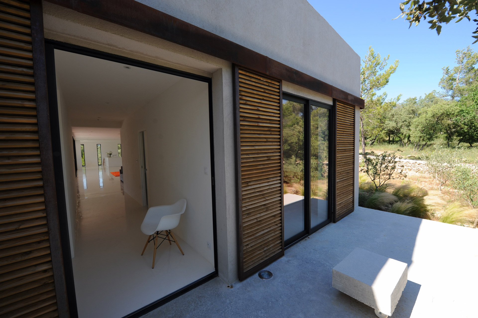 In the heart of the Luberon, contemporary single storey house with swimming pool and views