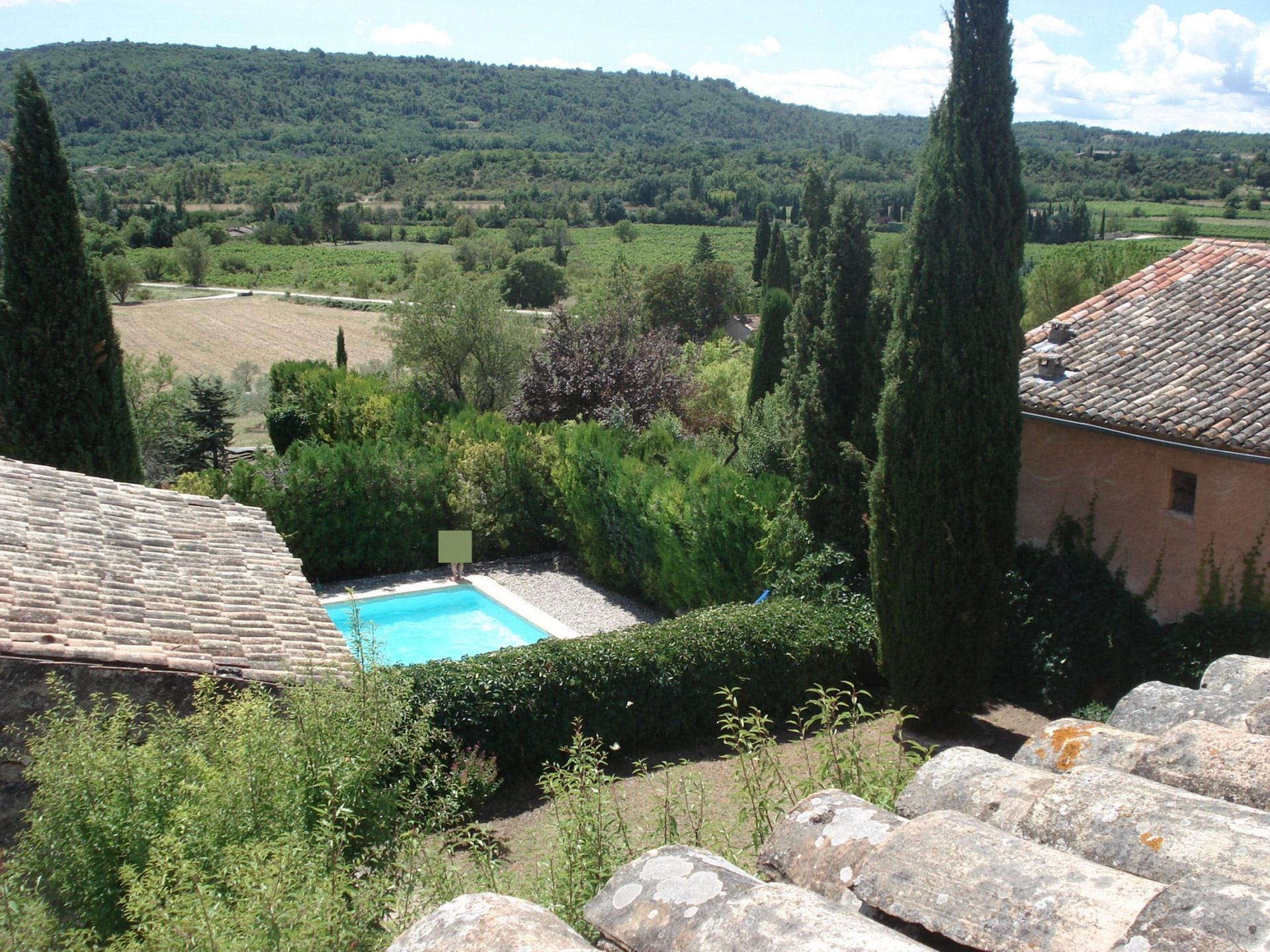 En Luberon, à vendre, superbe ferme fortifiée avec piscine et tennis