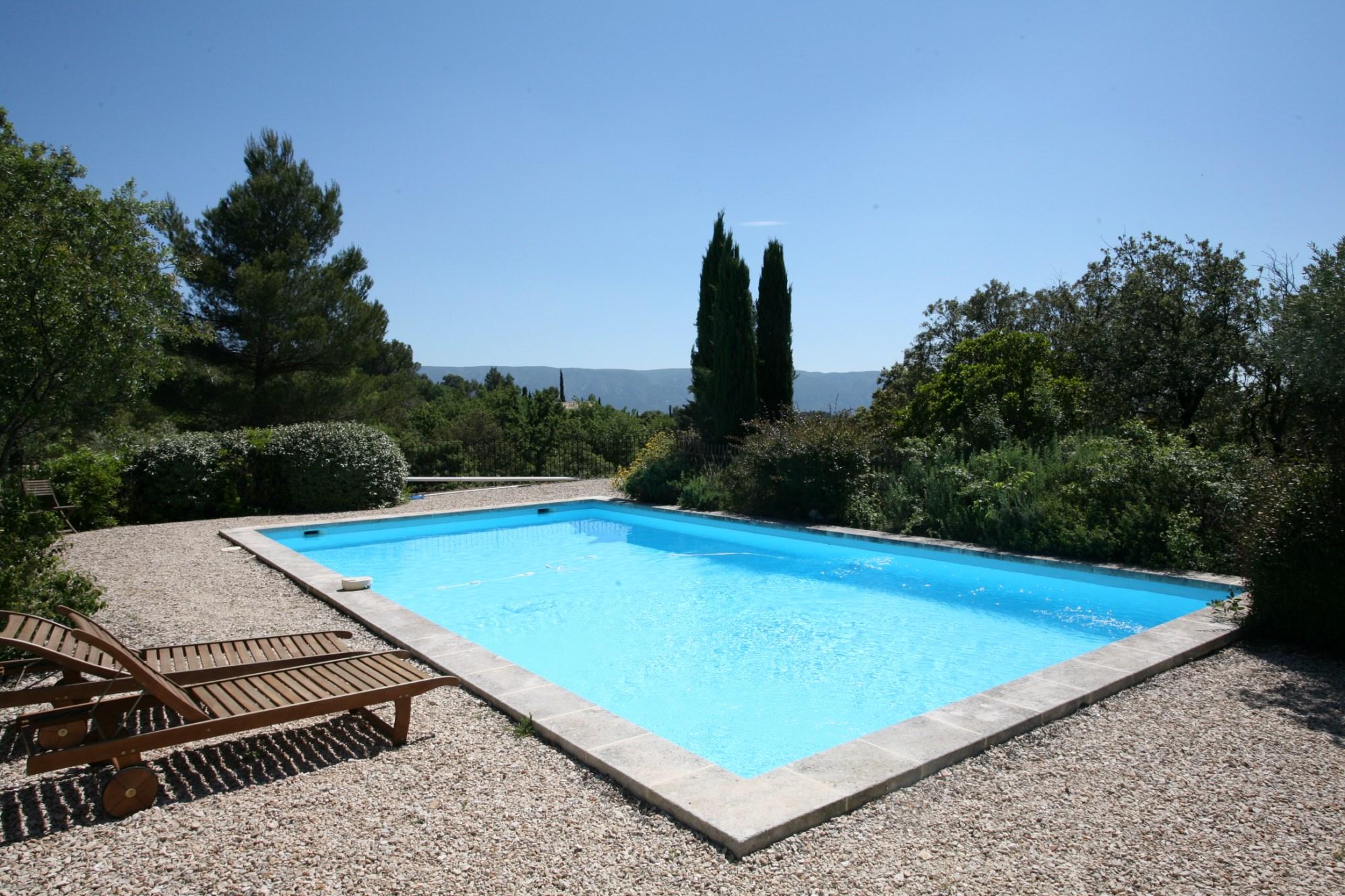 Belle maison en pierre avec piscine à vendre en Luberon
