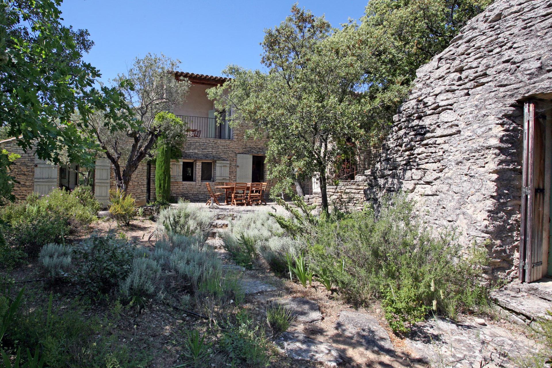 Belle maison en pierre avec borie à vendre en Luberon