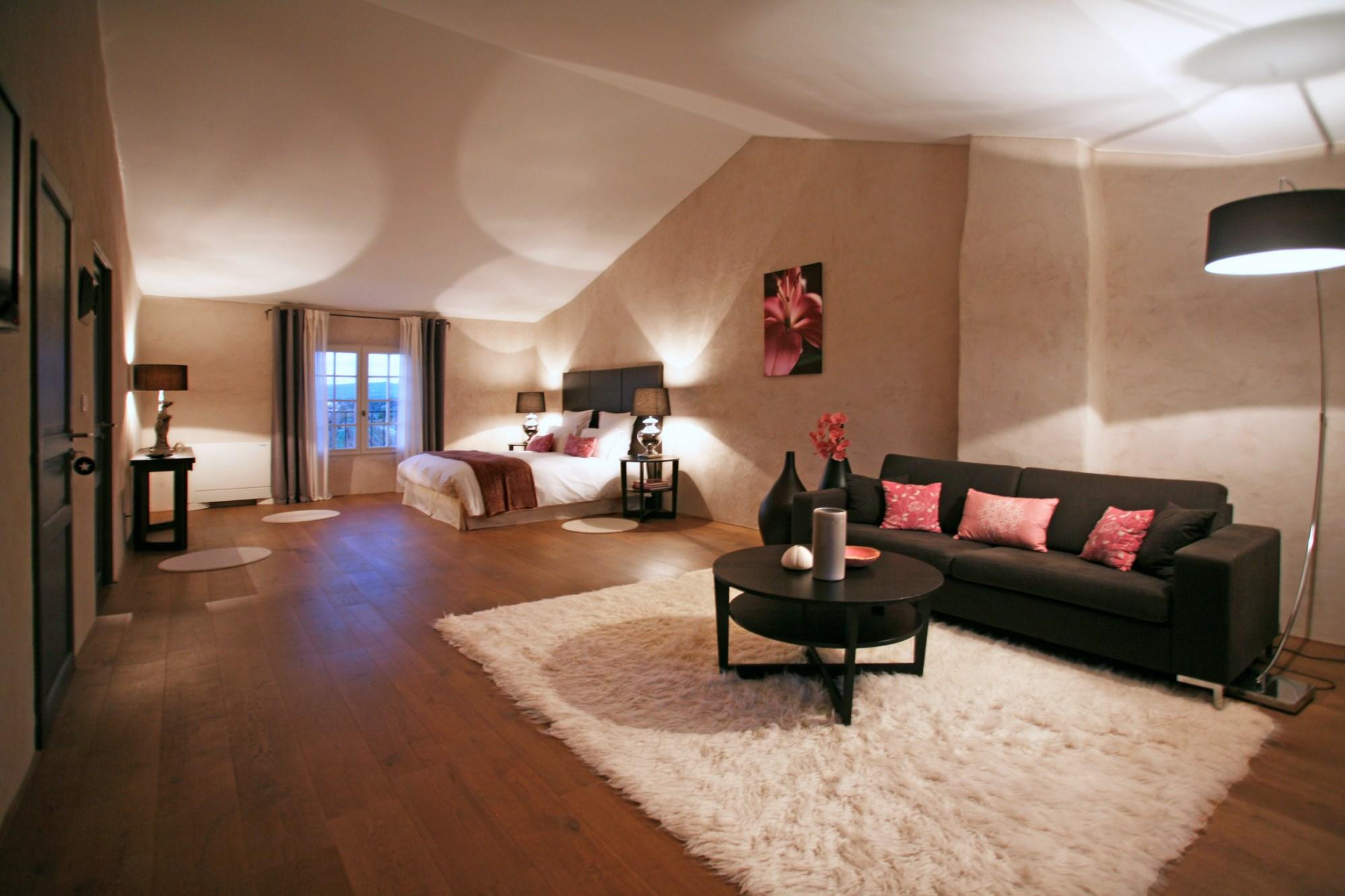 En vente dans le Comtat Venaissin,  belle demeure provençale avec vue à 360°  et piscine