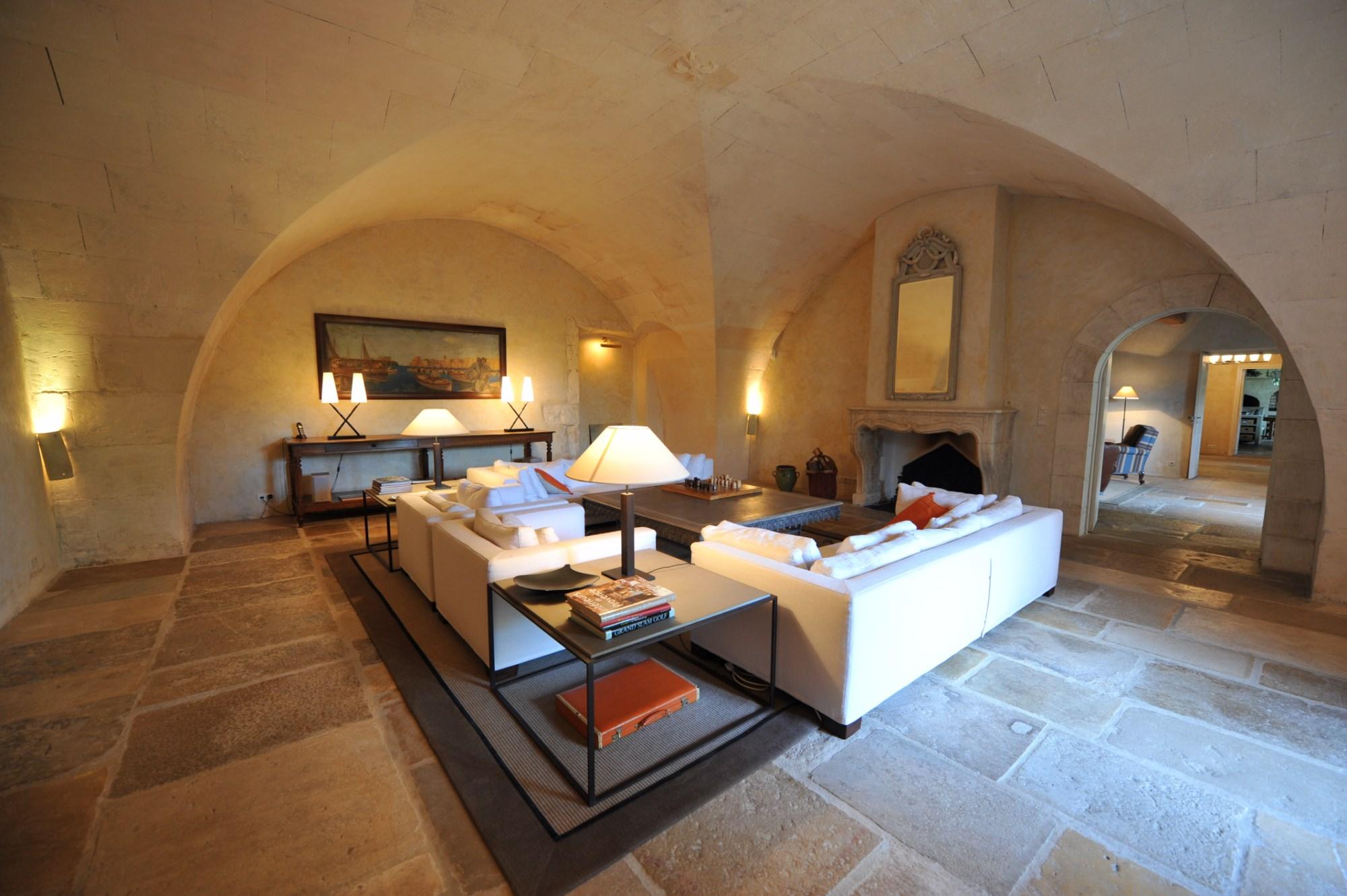 Alpilles,  à vendre, exceptionnelle propriété, composée d'un mas en pierres et de ses dépendances  agrémentée d'un jardin de plus de 2000 m² avec piscine et pool house