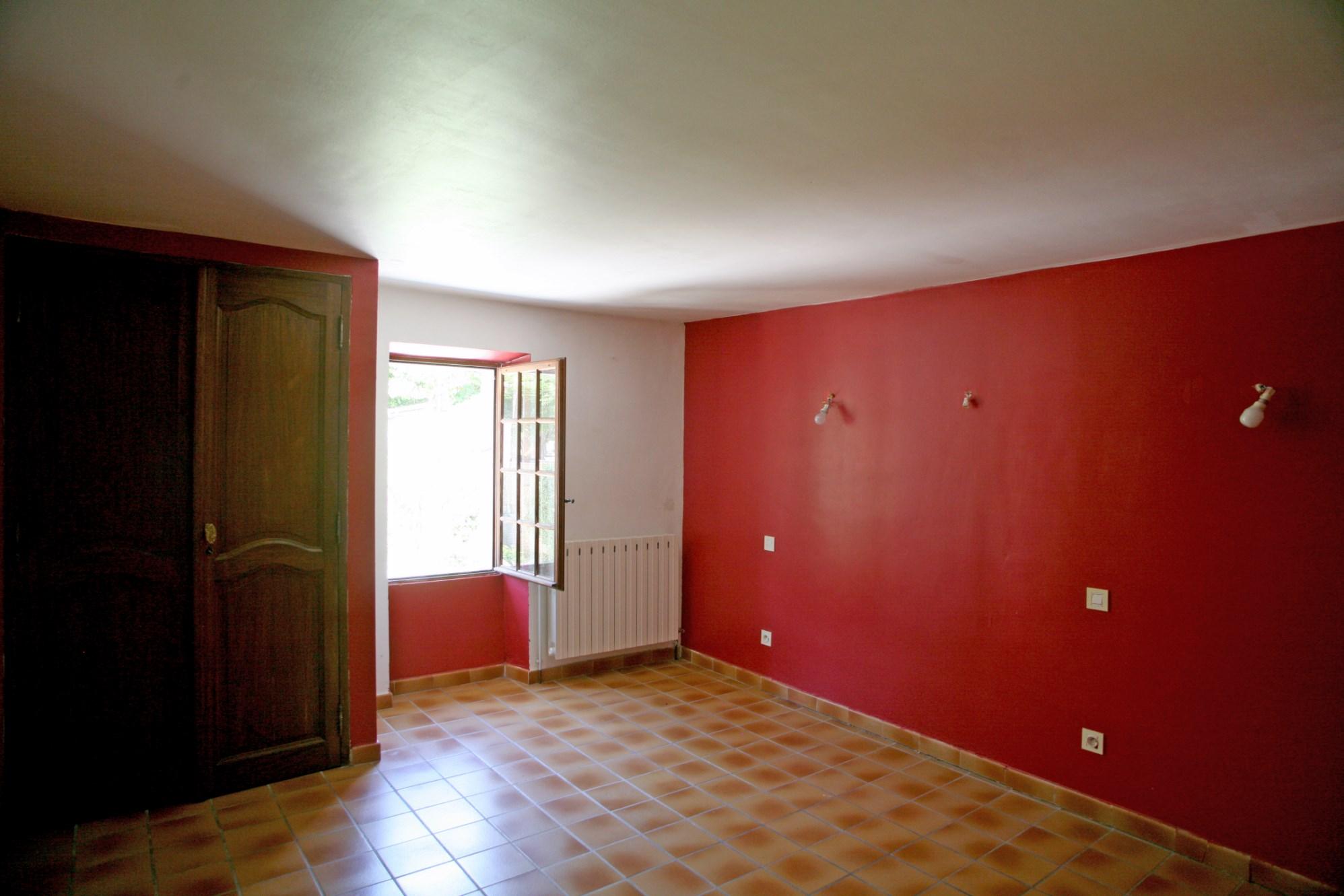 A vendre, en Luberon, à Gordes,  jolie maison du XVIIIème siècle, un pied à terre idéal