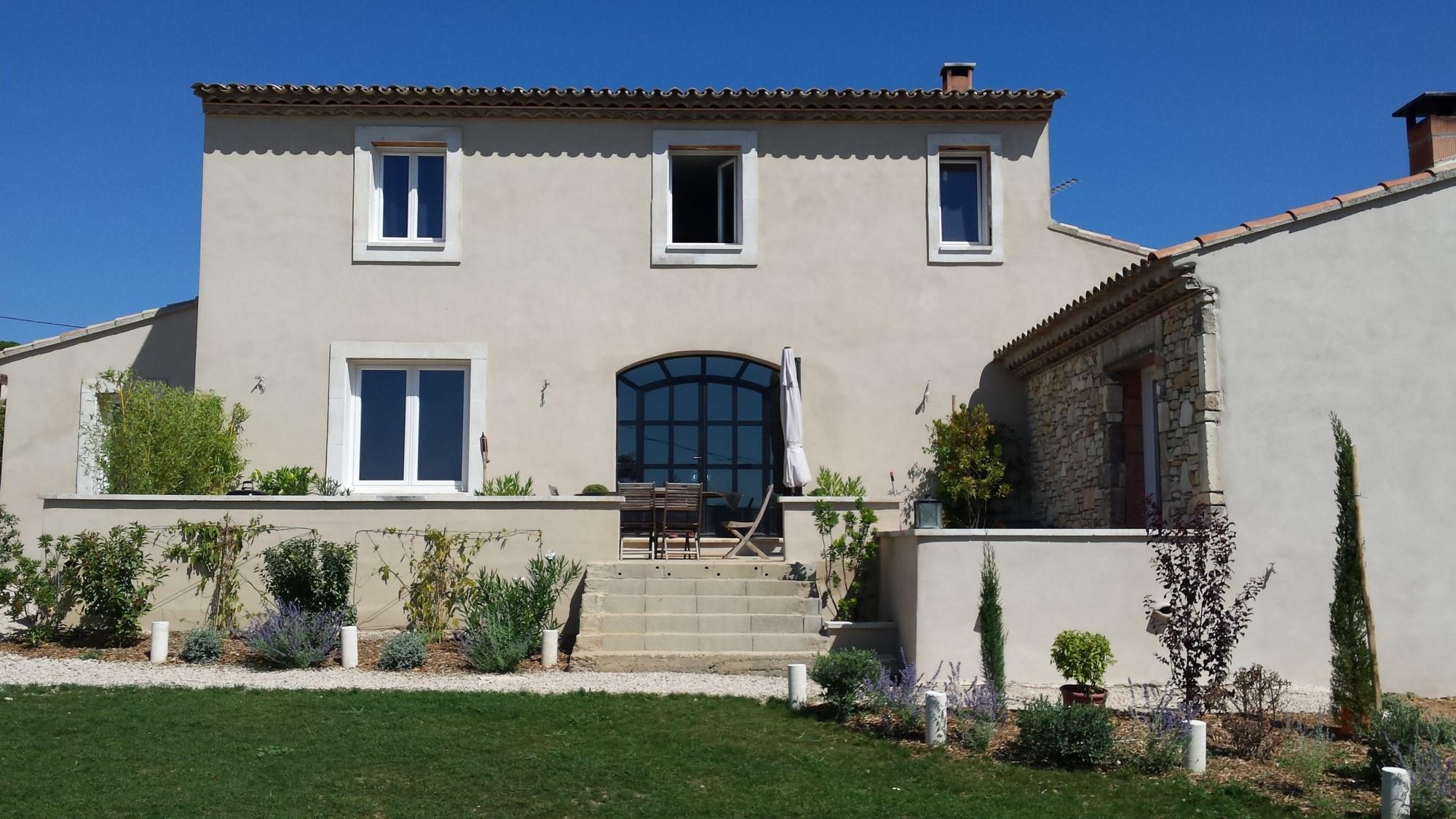 A vendre aux abords d'un beau village perché du Luberon,  maison neuve avec jardin plein sud,  intérieur moderne et lumineux