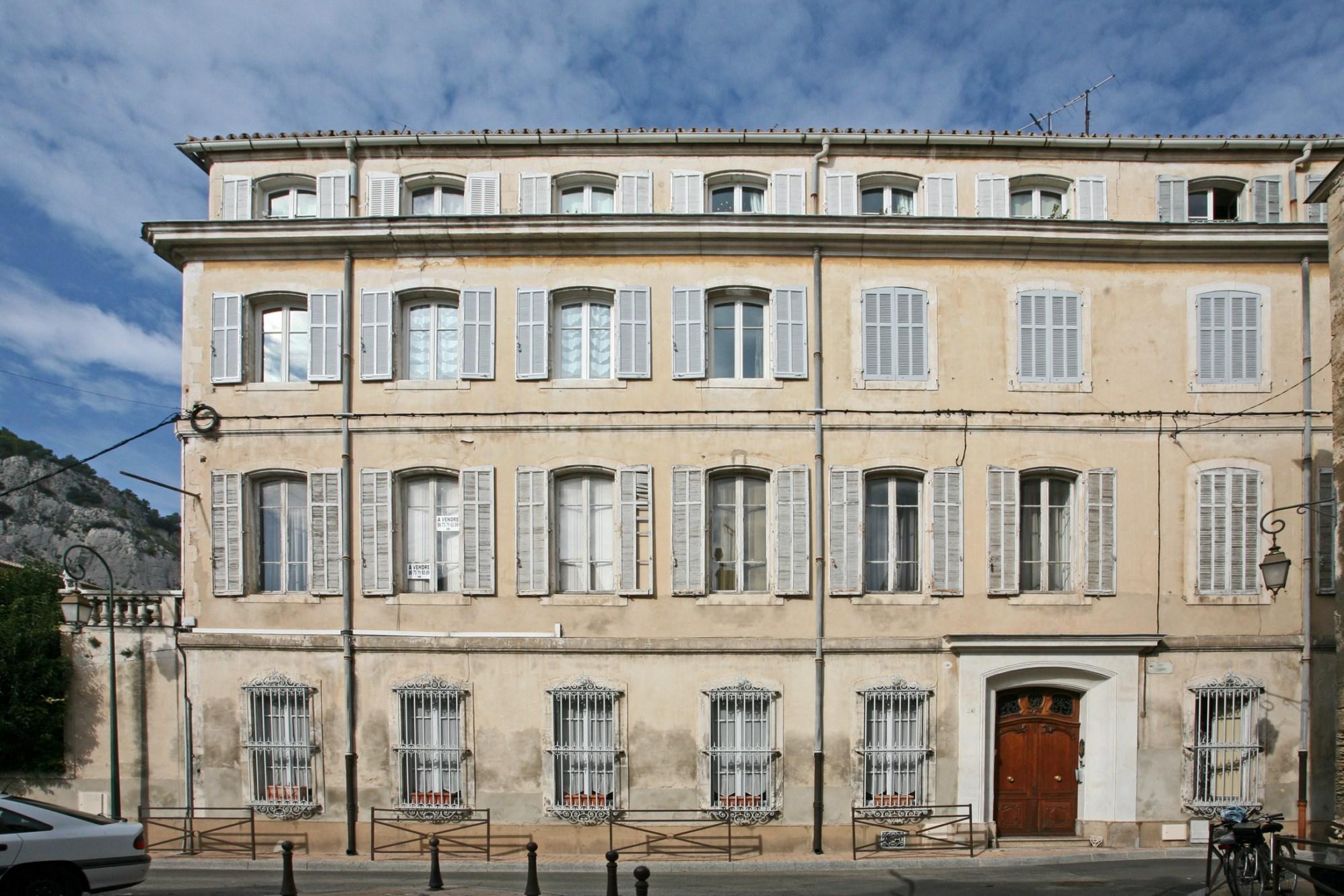 ventes superbe appartement vendre au c ur d 39 un immeuble bourgeois en provence agence rosier. Black Bedroom Furniture Sets. Home Design Ideas