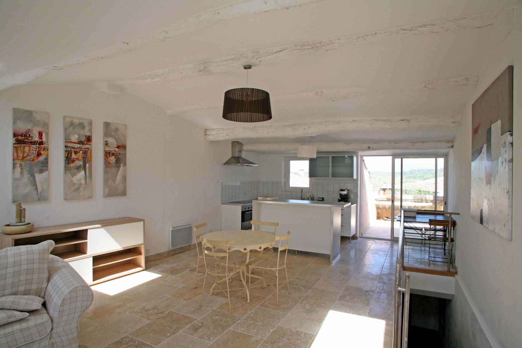 Maison de village rénovée à vendre à Goult