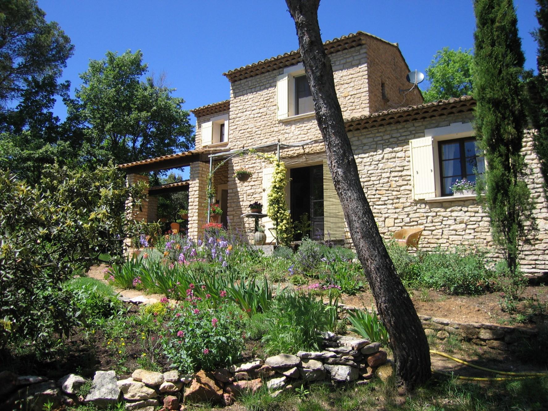 Ventes luberon en vente maison traditionnelle en pierres for Vente tuyau piscine