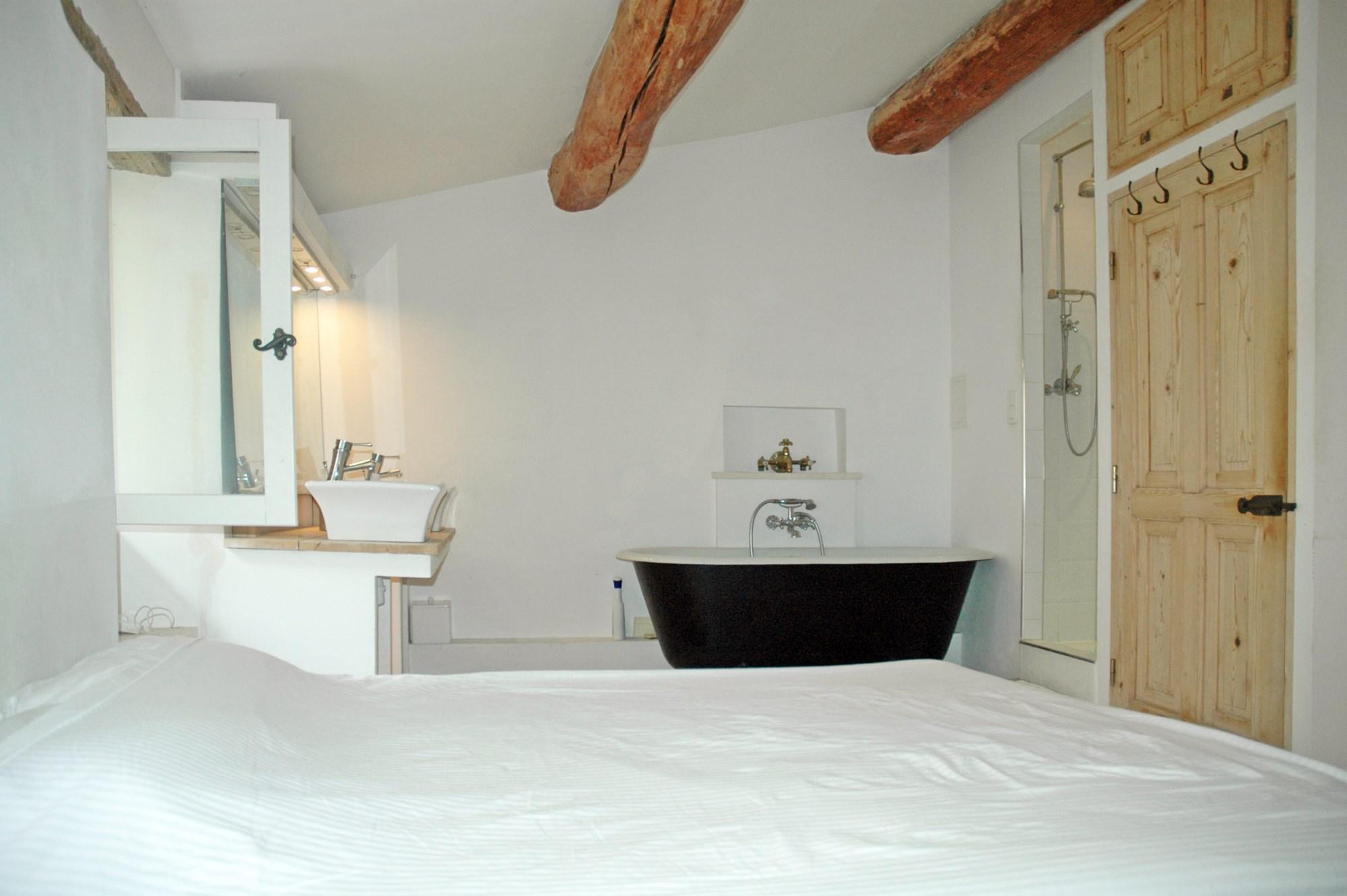 A vendre en Luberon,  jolie maison de village avec balcon rénovée