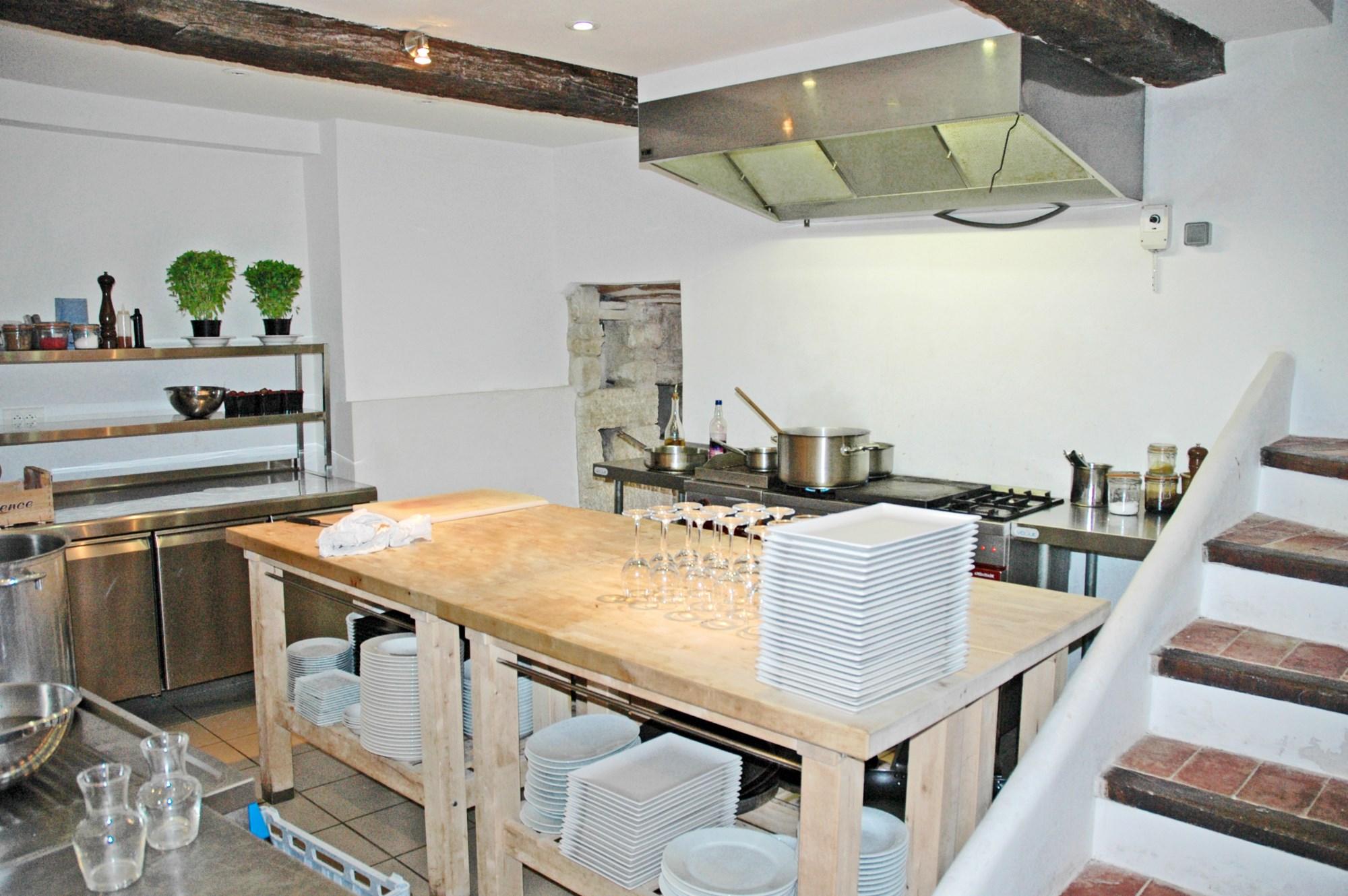 ventes a vendre en luberon jolie maison de village avec balcon r nov e agence rosier. Black Bedroom Furniture Sets. Home Design Ideas