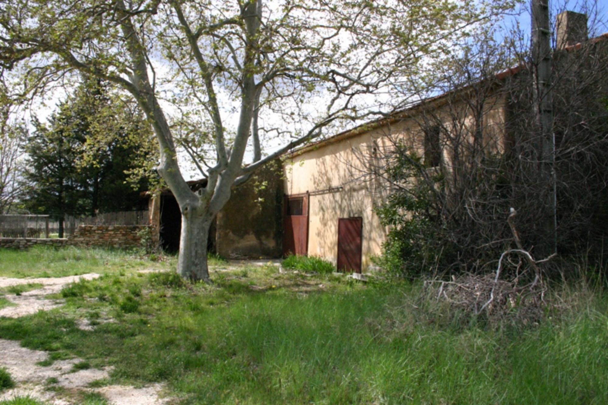 Ferme à rénover à vendre en Luberon