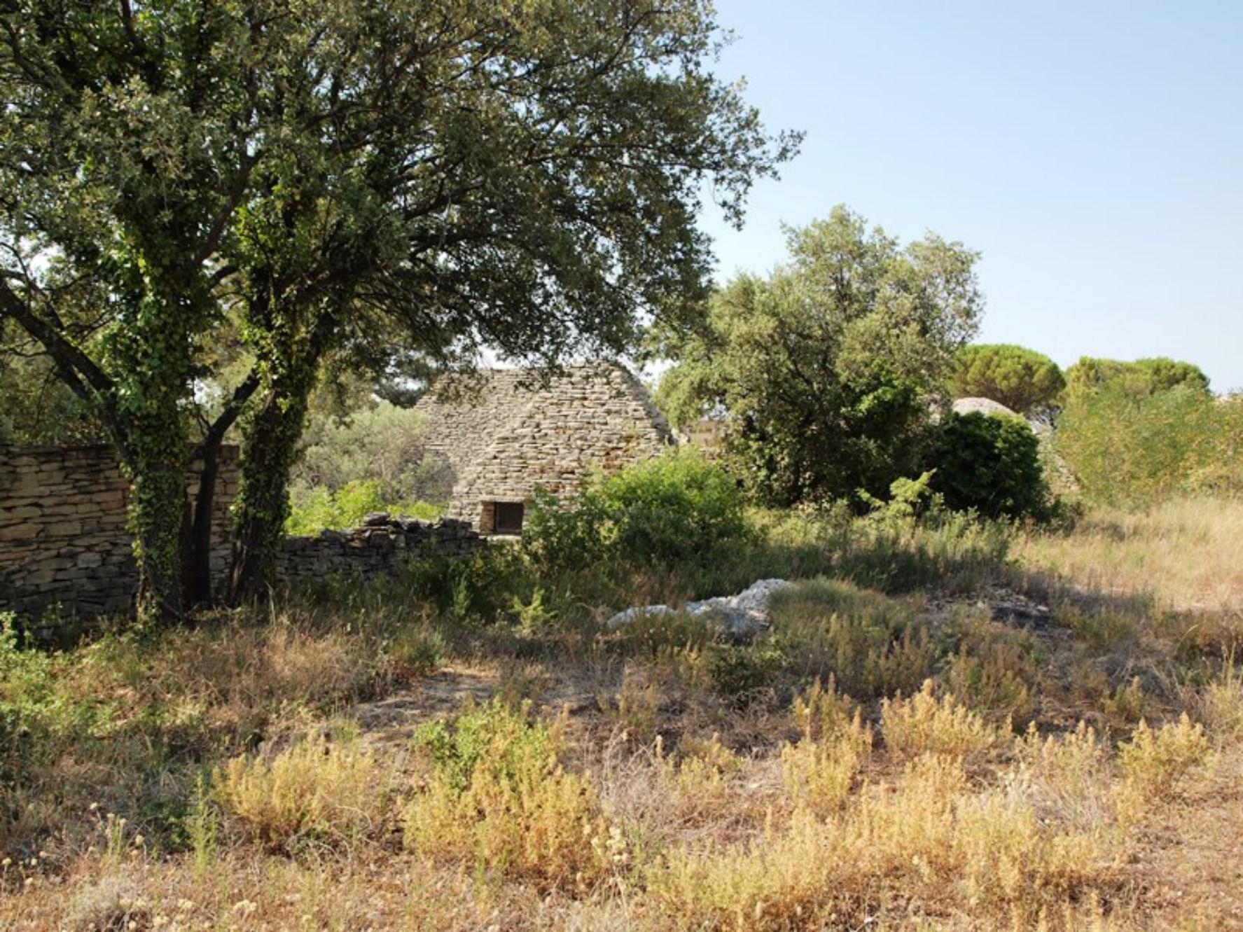 Très beau terrain à bâtir viabilisé à vendre à Gordes