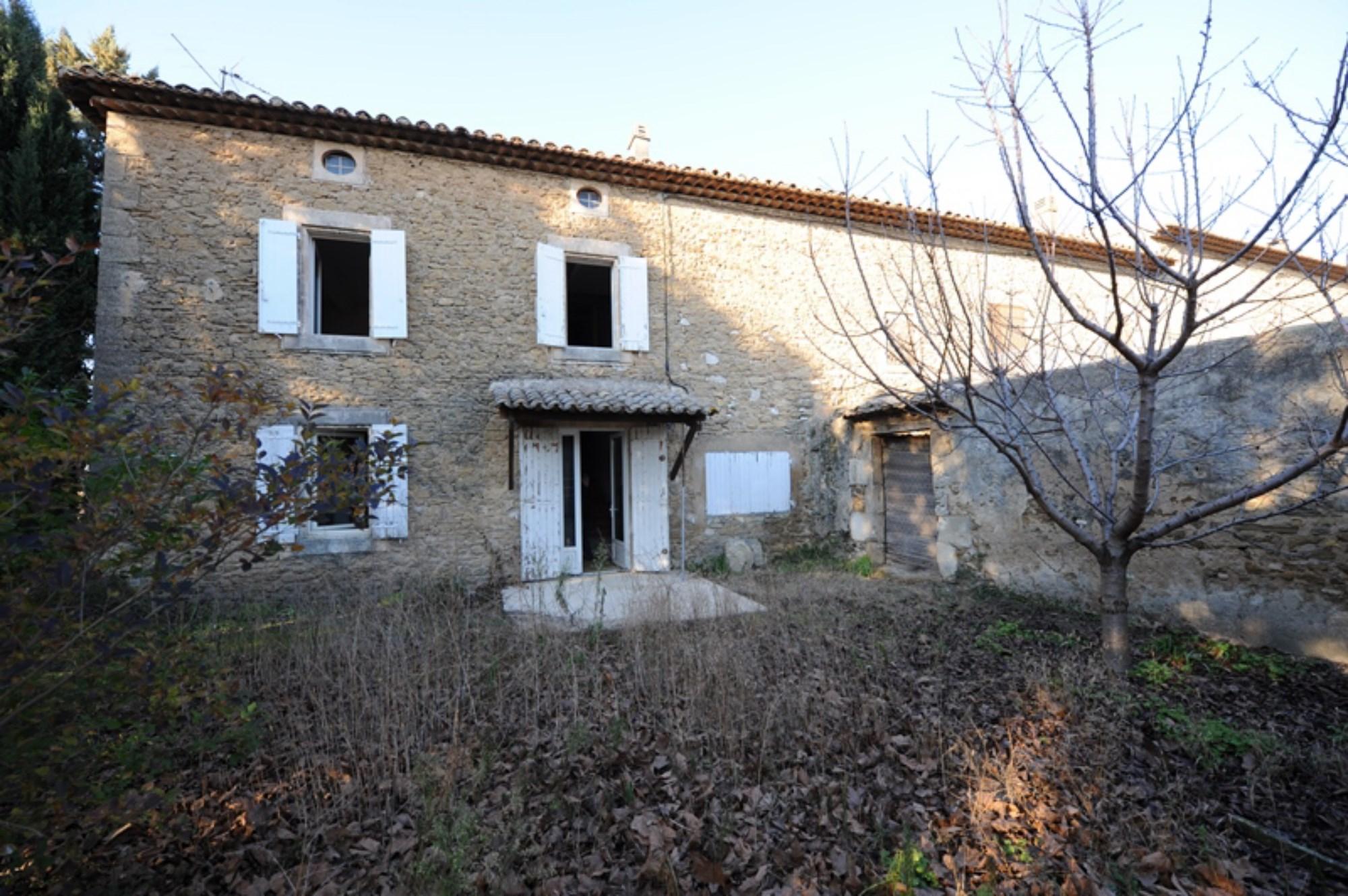 Grand mas provençal à restaurer en vente en Luberon