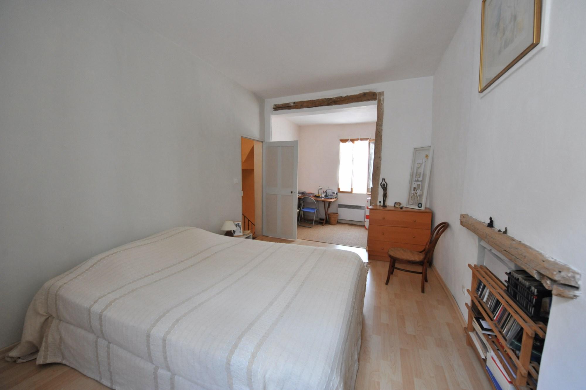 A vendre,  dans l'Isle sur Sorgue, maison avec patio, idéale pour profession libérale