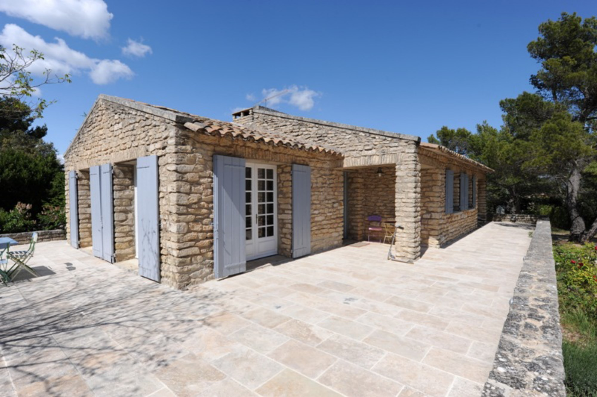 Ventes proche d 39 un authentique village du luberon for Belle architecture maison