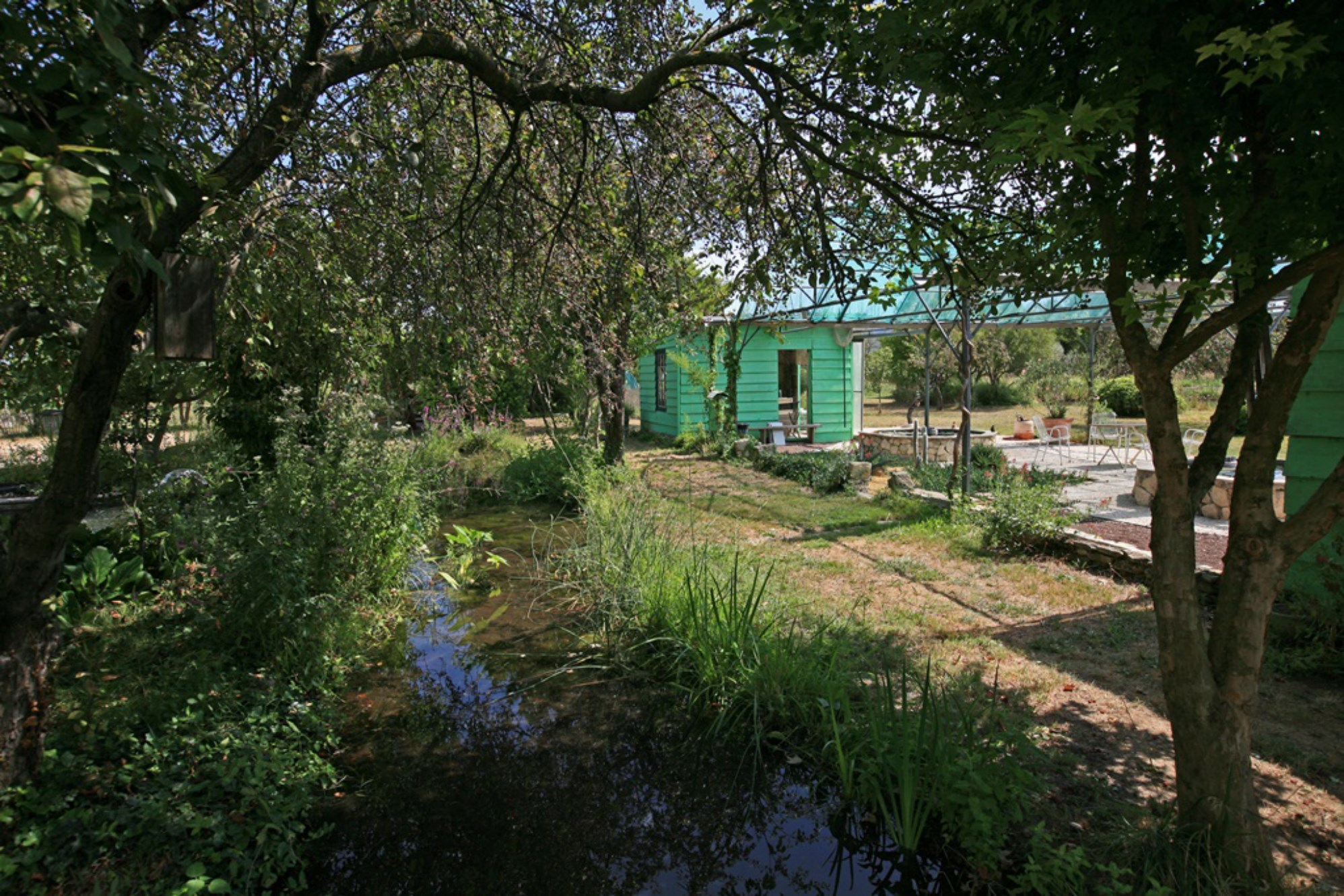 Luberon - Mas sur une propriété avec bassins et jeux d'eau