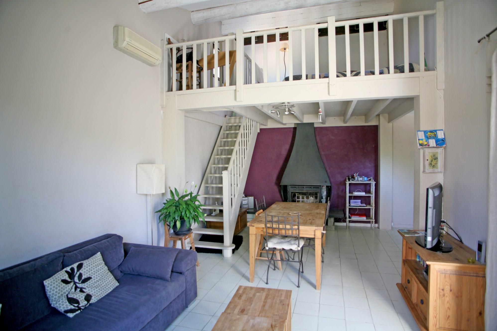 A vendre en Luberon,  maison traditionnelle  implantée sur 6000 m²