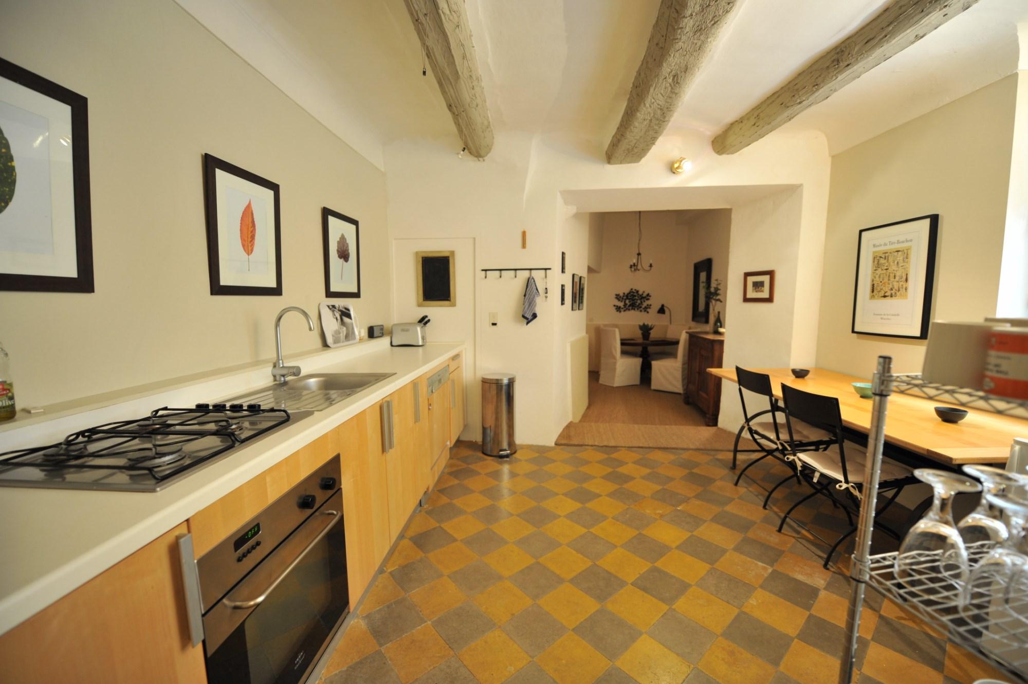 A vendre,   très belle rénovation pour cette maison en pierres, avec terrasse tropézienne, face au Luberon en Provence