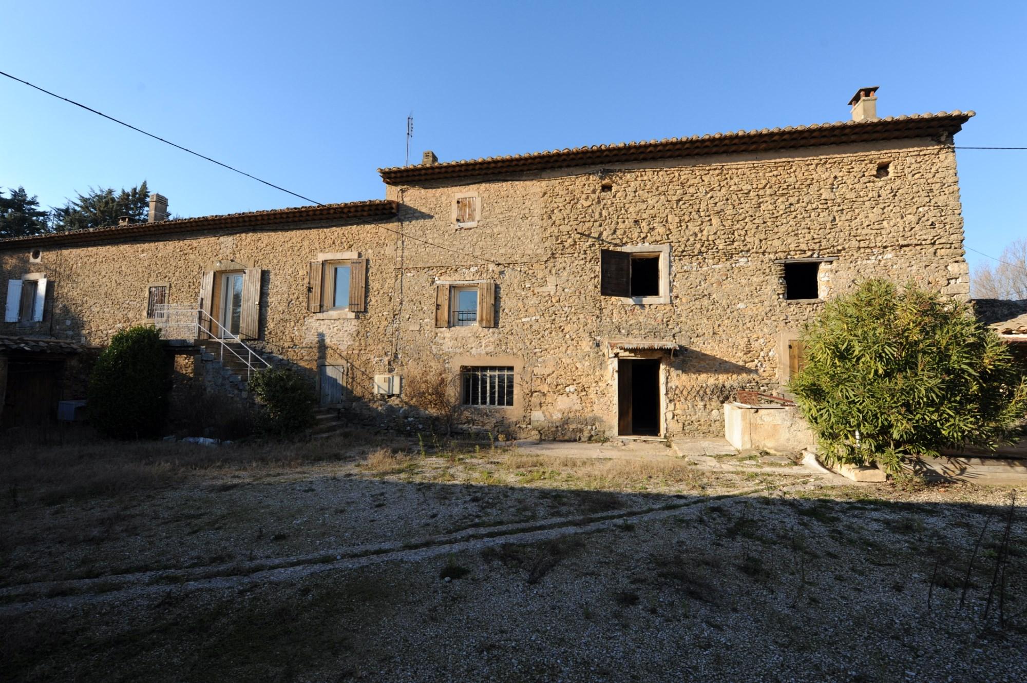Grand mas provençal à restaurer en vente par ROSIER