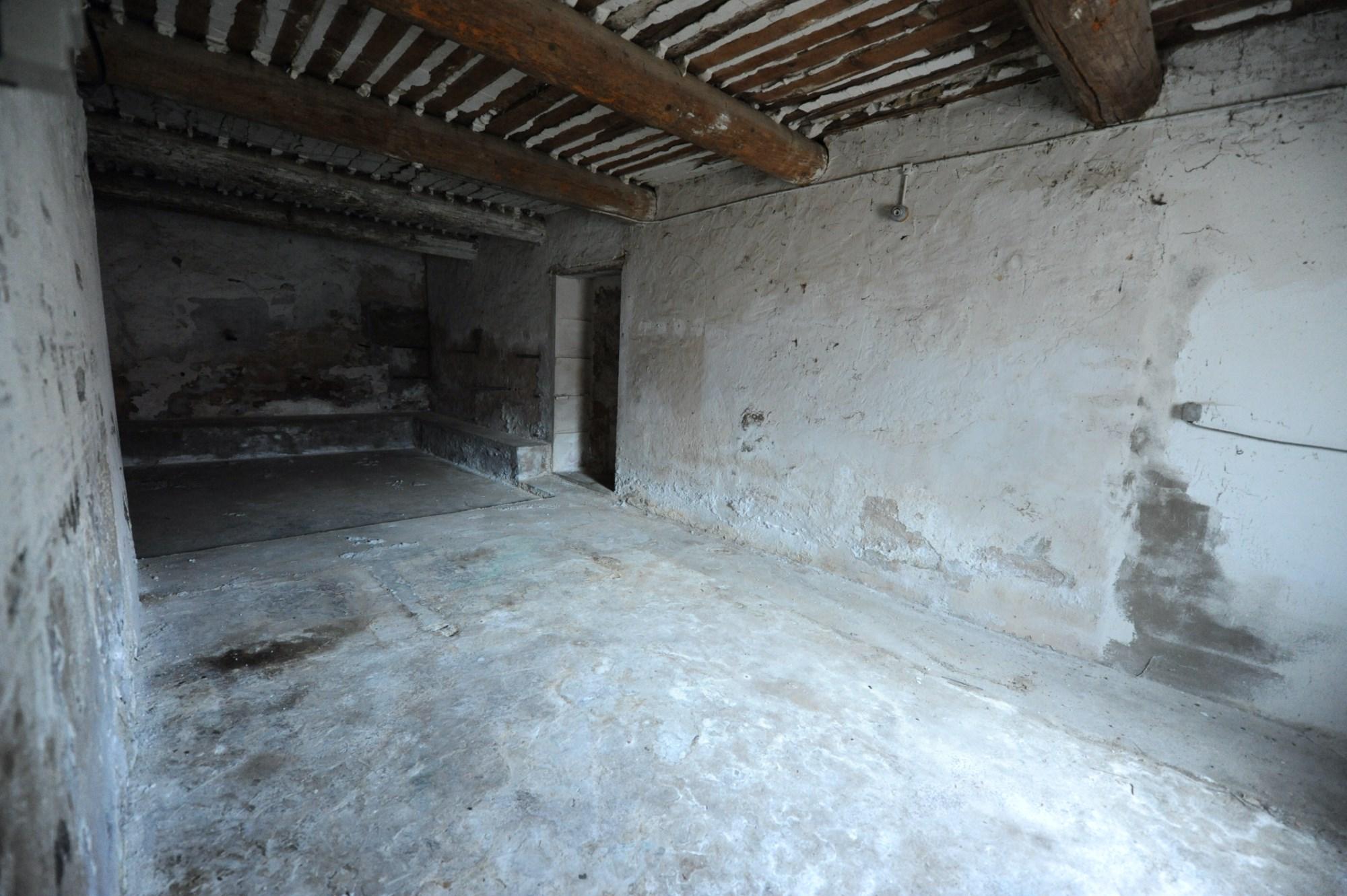 Luberon, à vendre,  propriété du XIXème siècle, partiellement restaurée,   sur parc d'un hectare