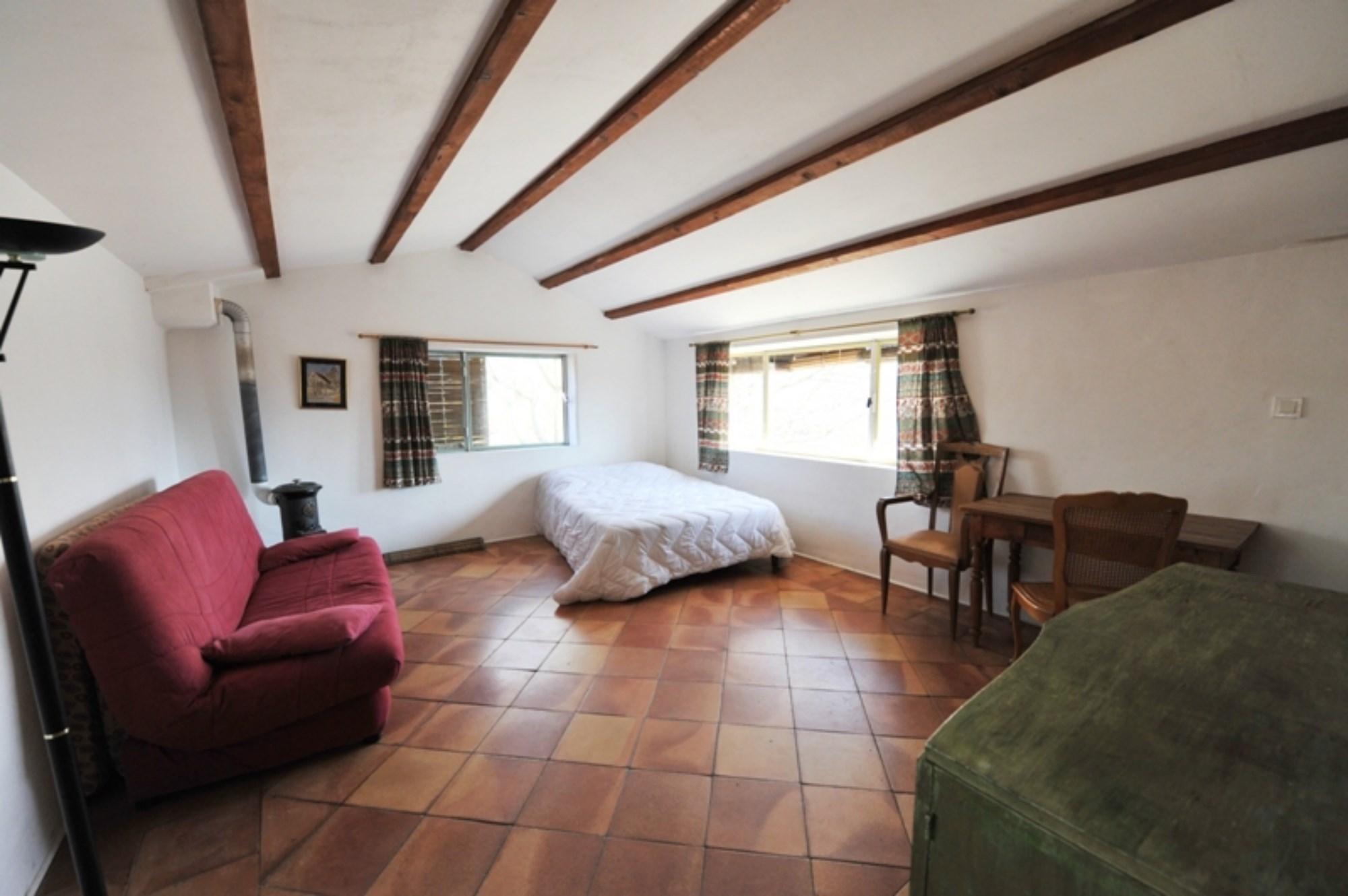 En vente,  Luberon, beau mazet provençal à rénover,  sur 16 000 m² de terrain