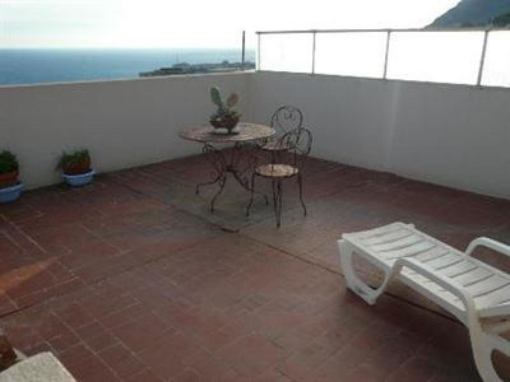 Proche Monaco, à vendre,  appartement  avec vues sur la principauté, la mer et la Corse