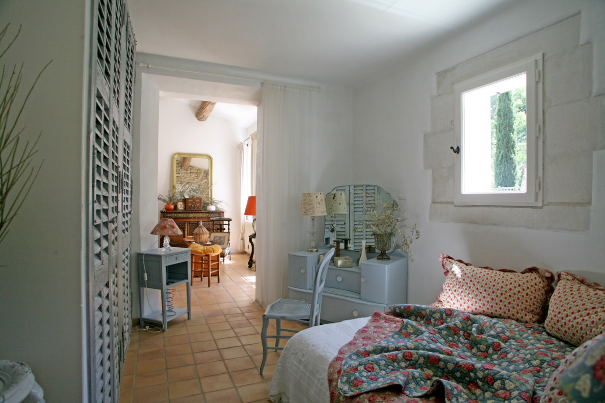 Gordes, à vendre, maison en pierres de plain pied, avec un beau jardin, terrasses et piscine