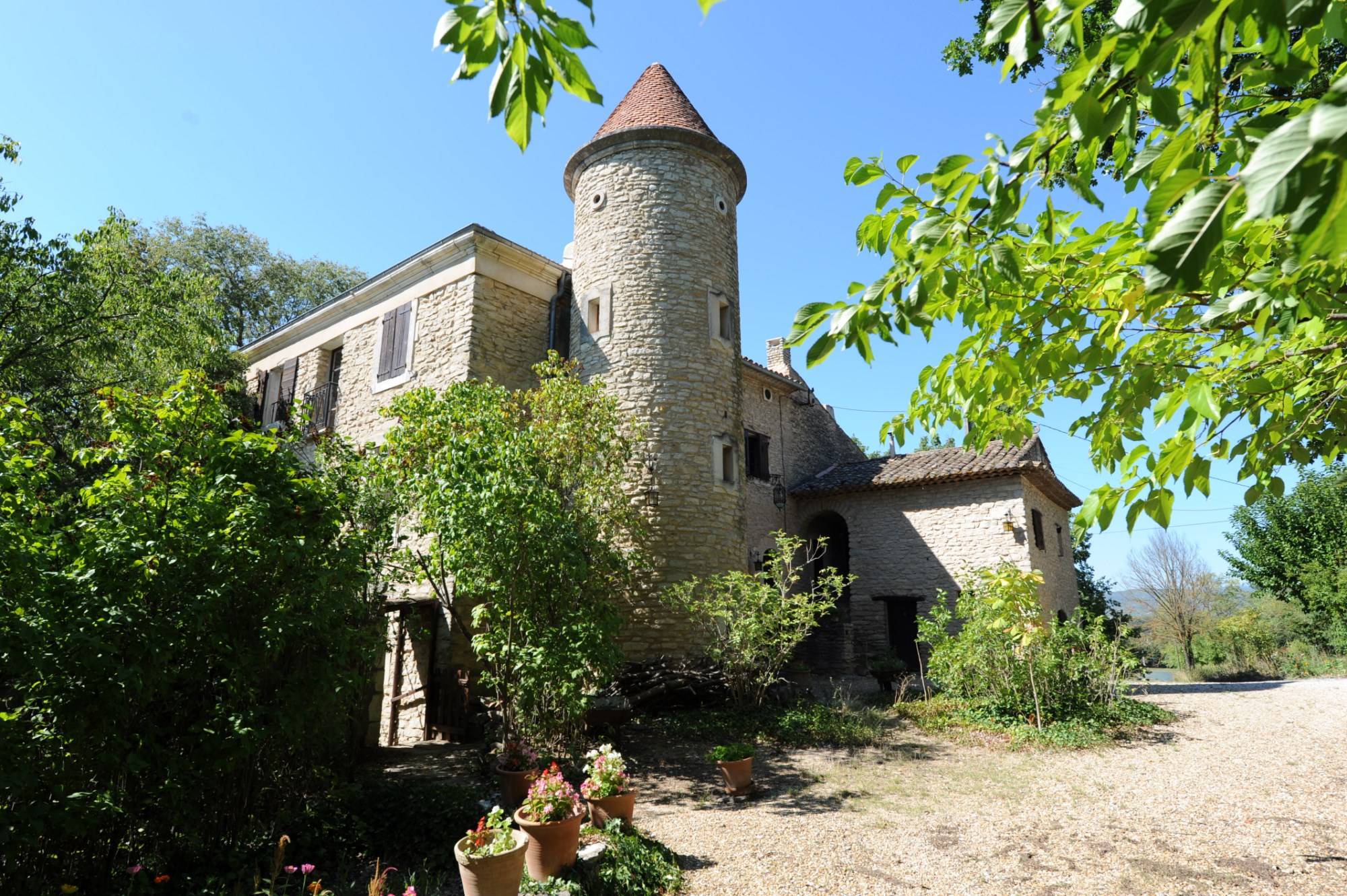 Ventes En Luberon, à vendre ferme ancienne fortifiée à ...