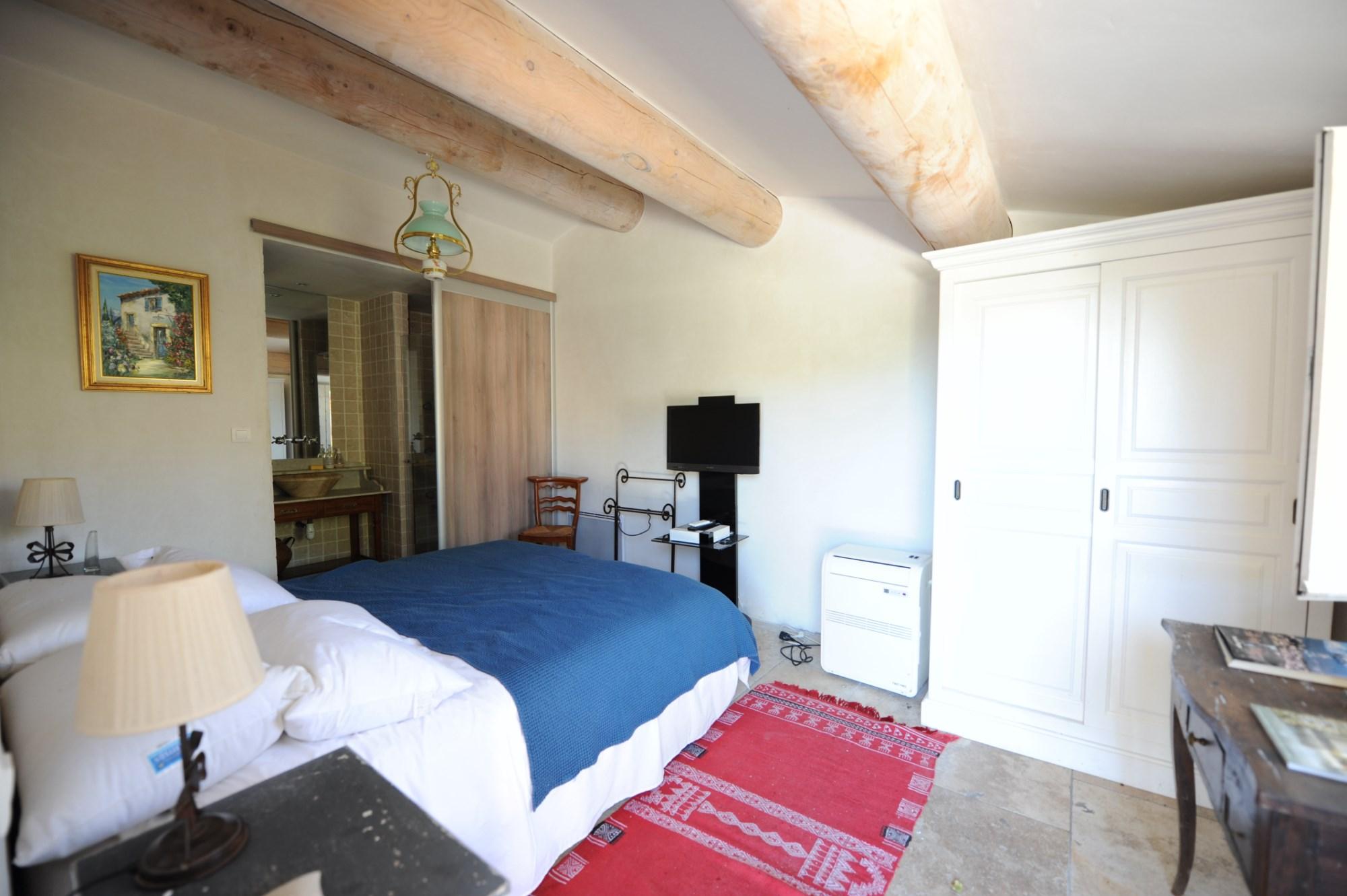 En Luberon, à vendre, belle maison provençale en pierres,  avec jardin et piscine chauffée