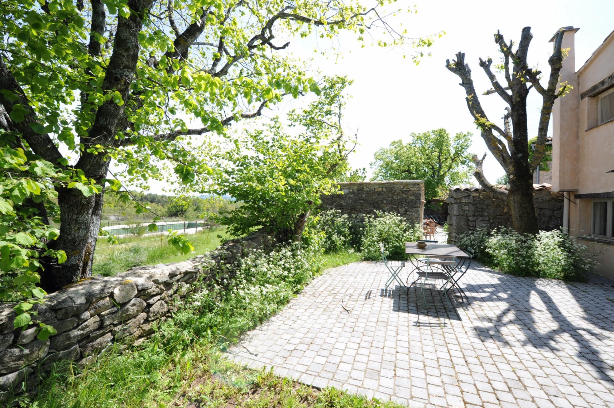 Ferme du XVIIIème siècle à vendre avec piscine et dépendances sur plus de 56 hectares