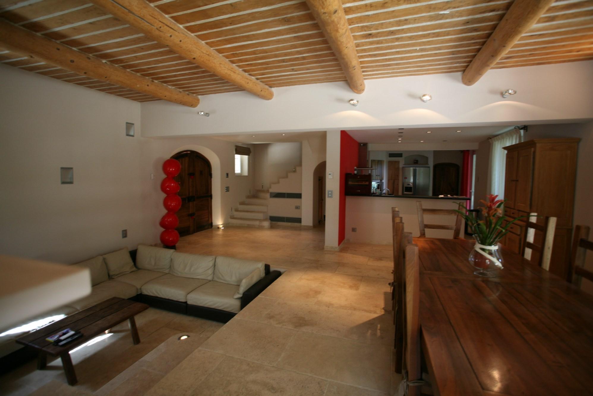 Sud Luberon,  proche Aix en Provence et proche du centre d'un village, à vendre,  propriété contemporaine sur 4 hectares