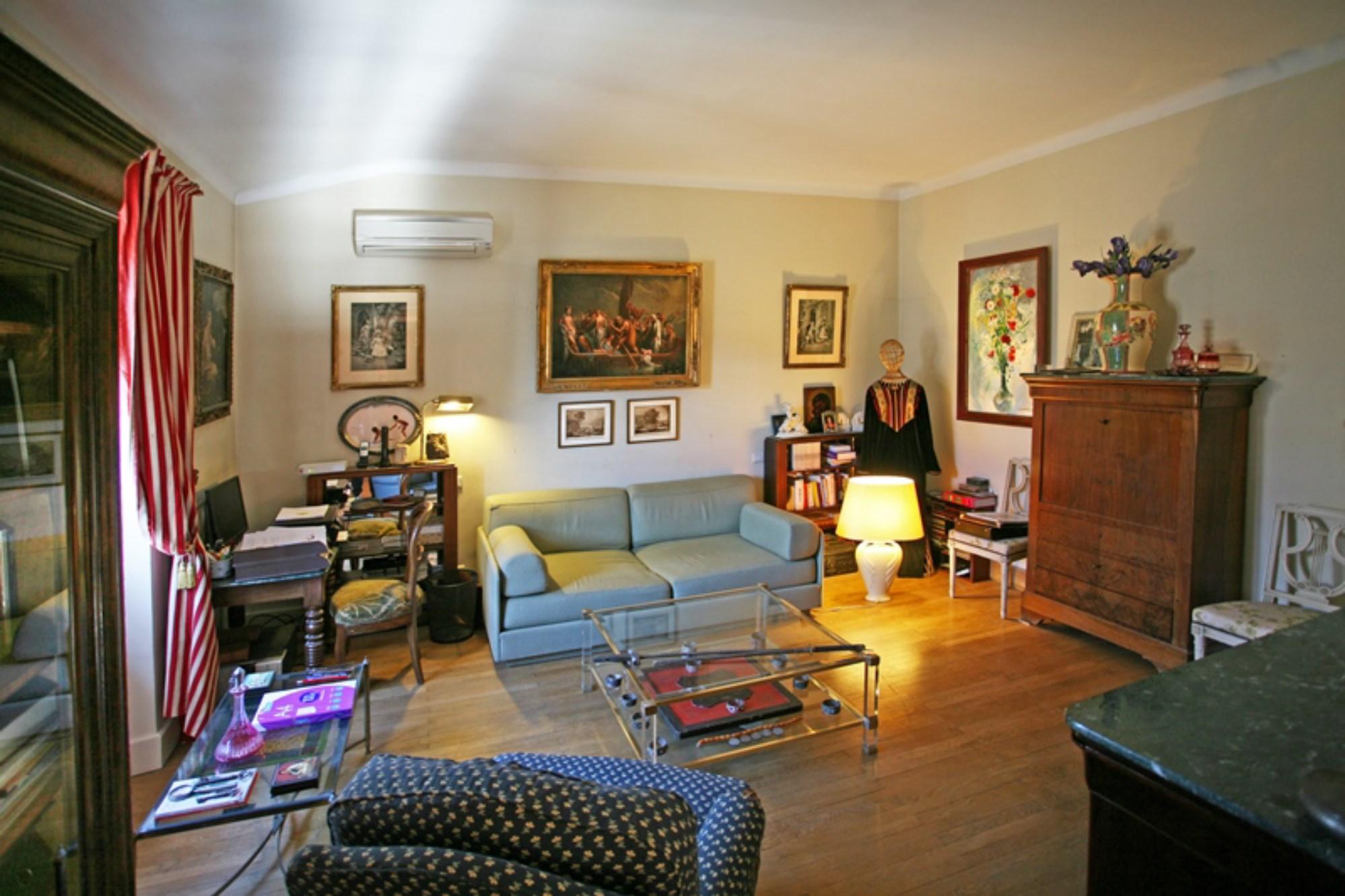 A vendre en Viager ou en pleine propriété sur Lauris en Luberon,  maison de Maître du XIXe