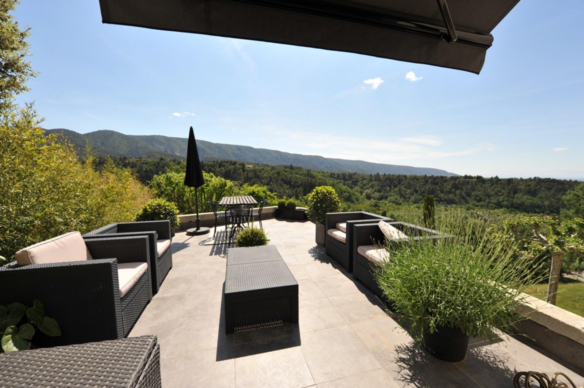 Maison contemporaine avec vue superbe en Luberon