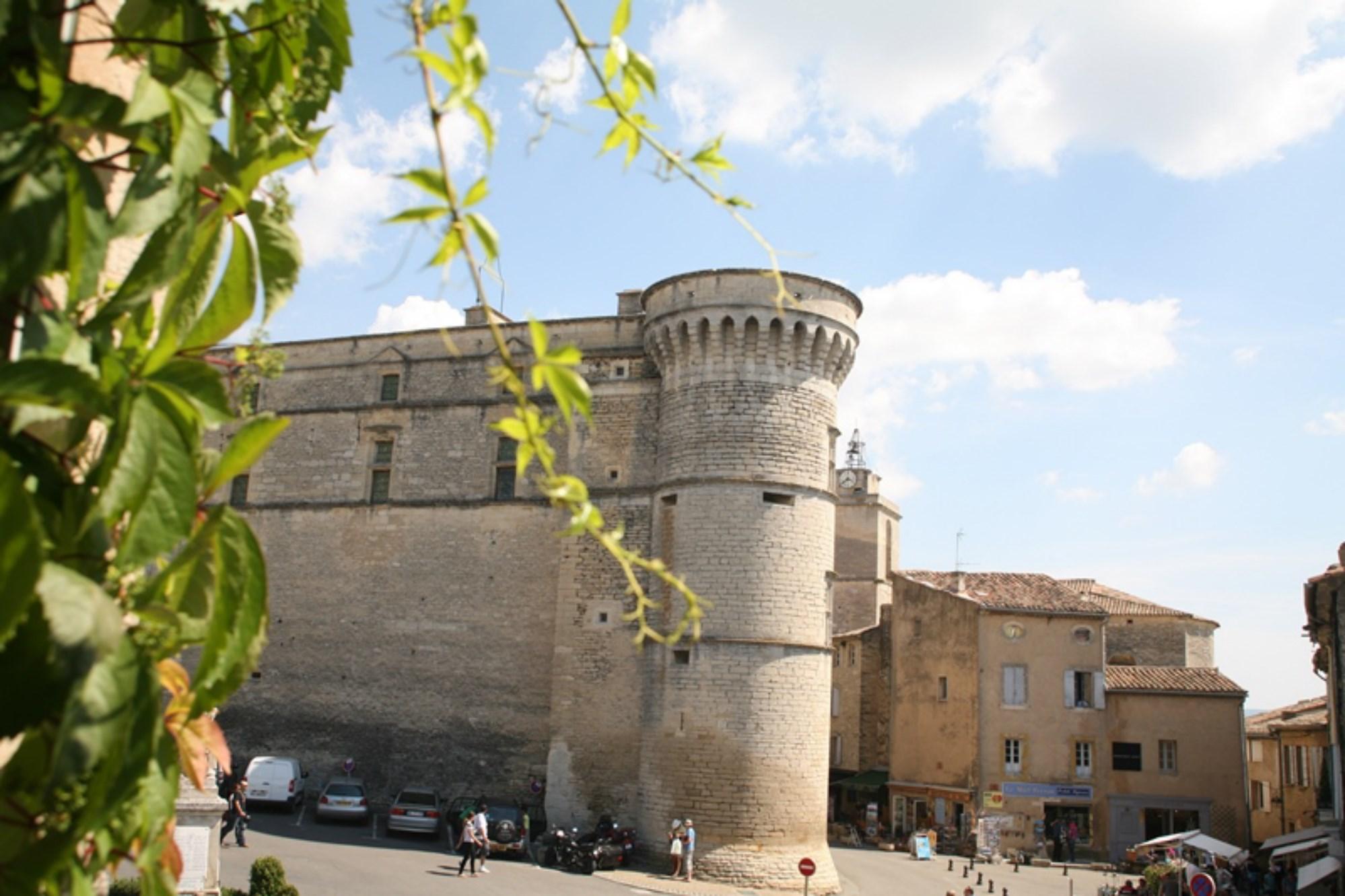 Maison de village avec vue sur le château à vendre à Gordes