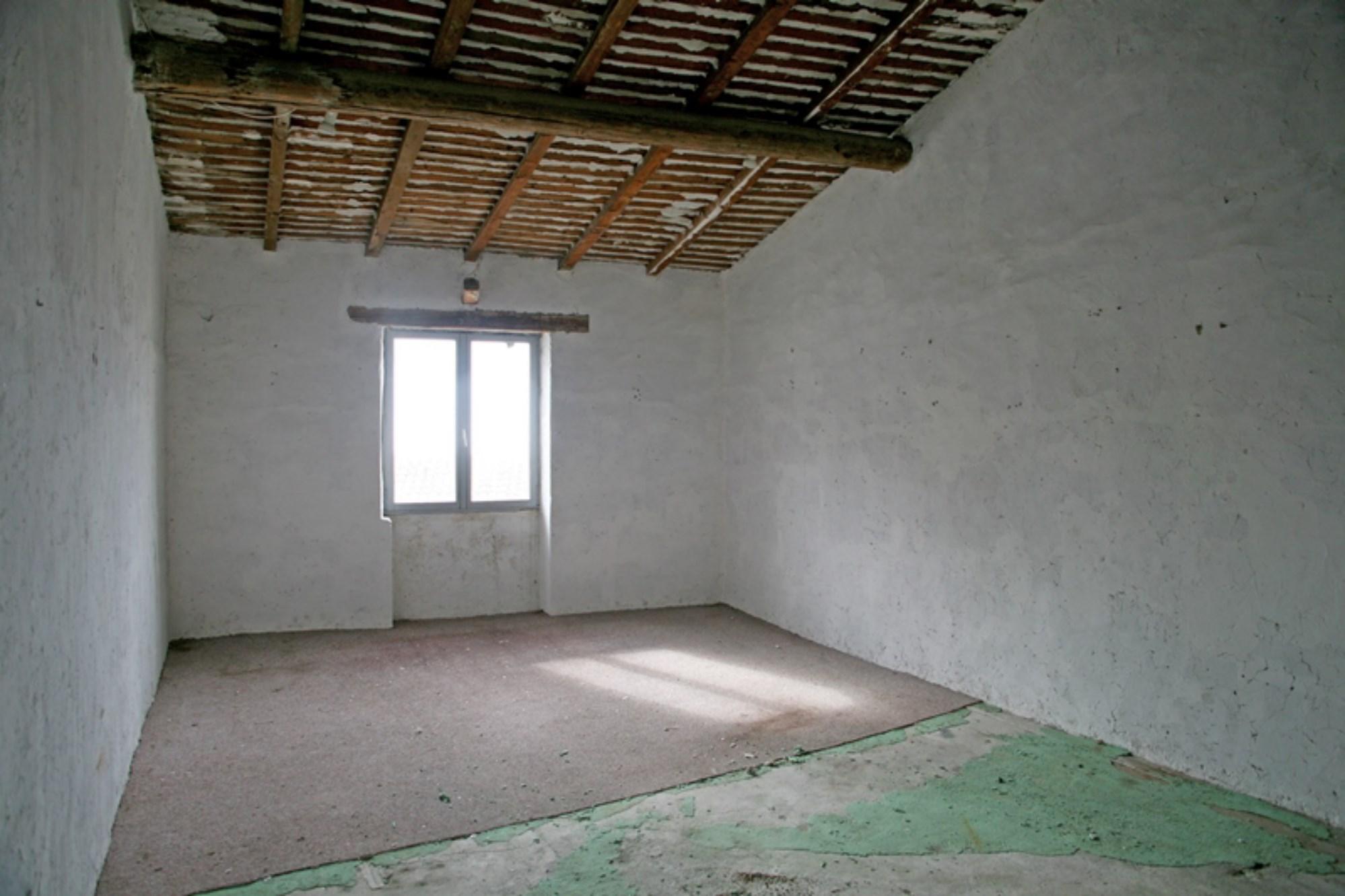 A vendre, en Luberon,  maison en plein coeur de village avec 2 commerces en location